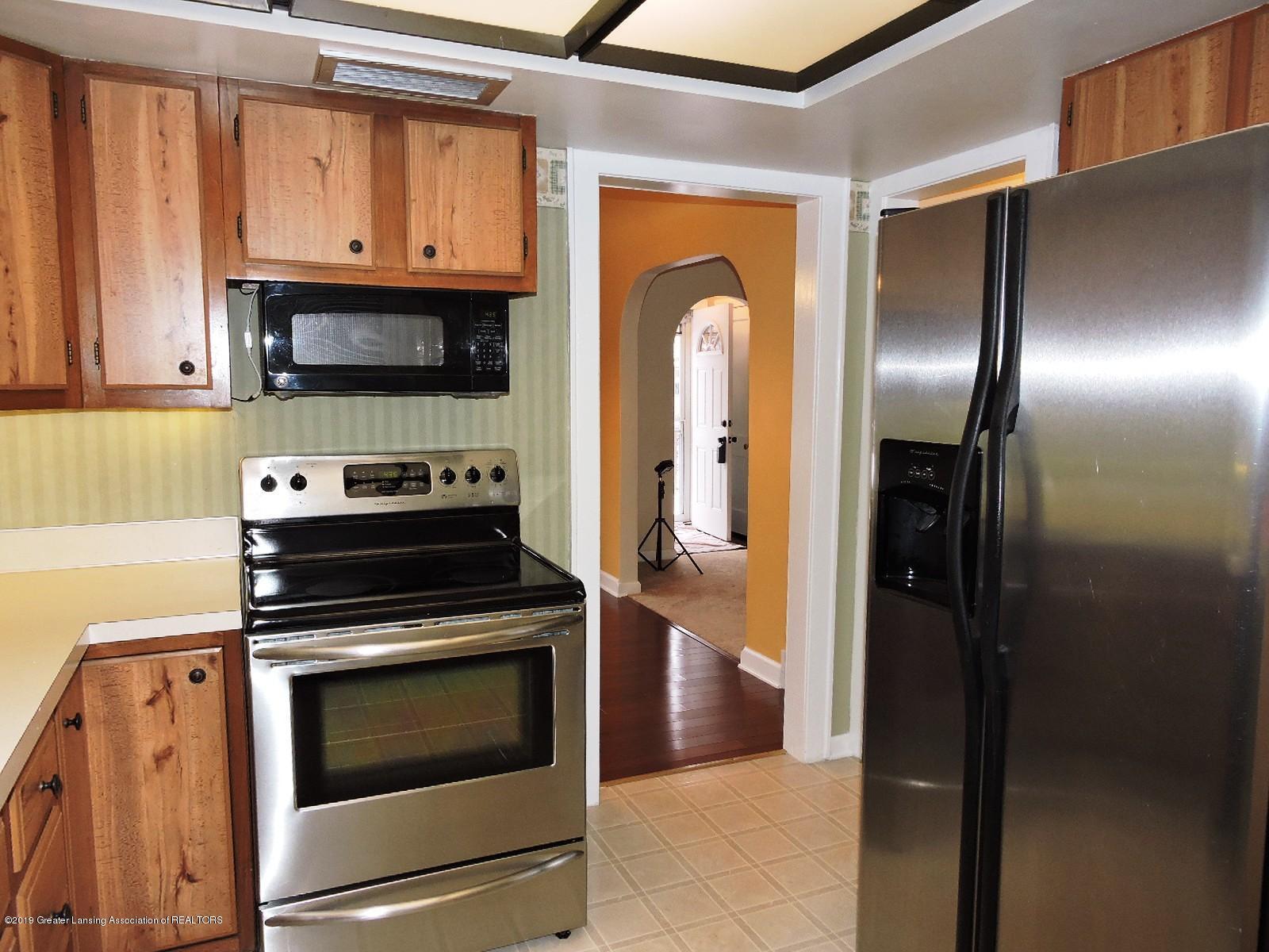 206 E Main St - Kitchen - 7