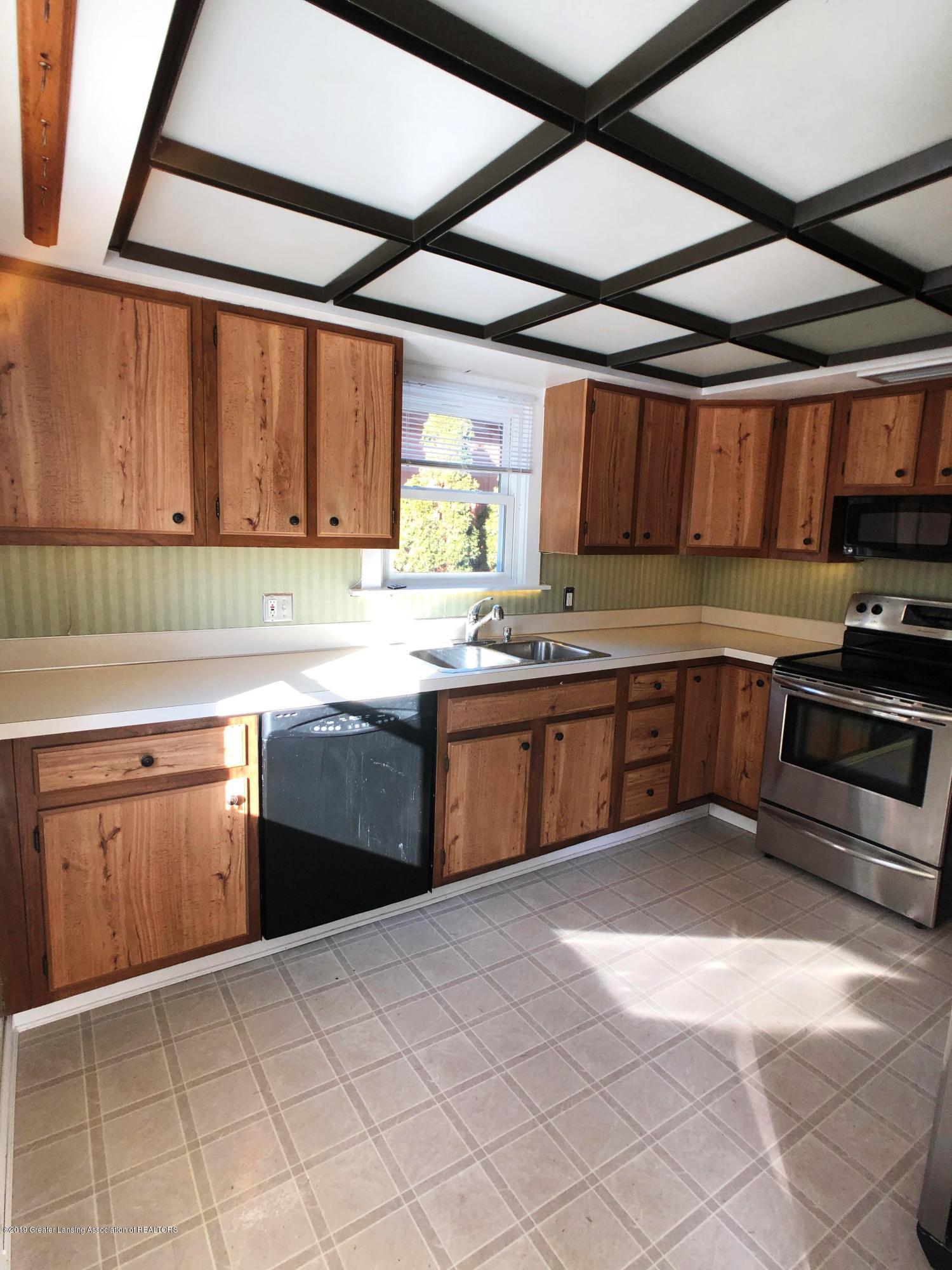 206 E Main St - Kitchen - 8
