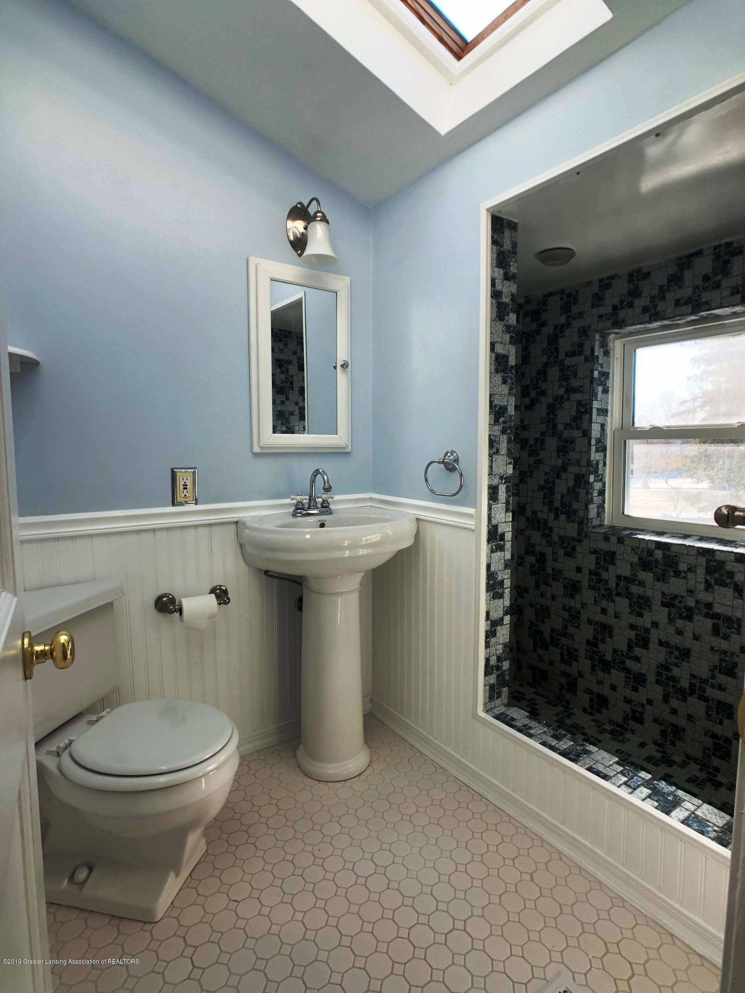 206 E Main St - Full Bath - 18