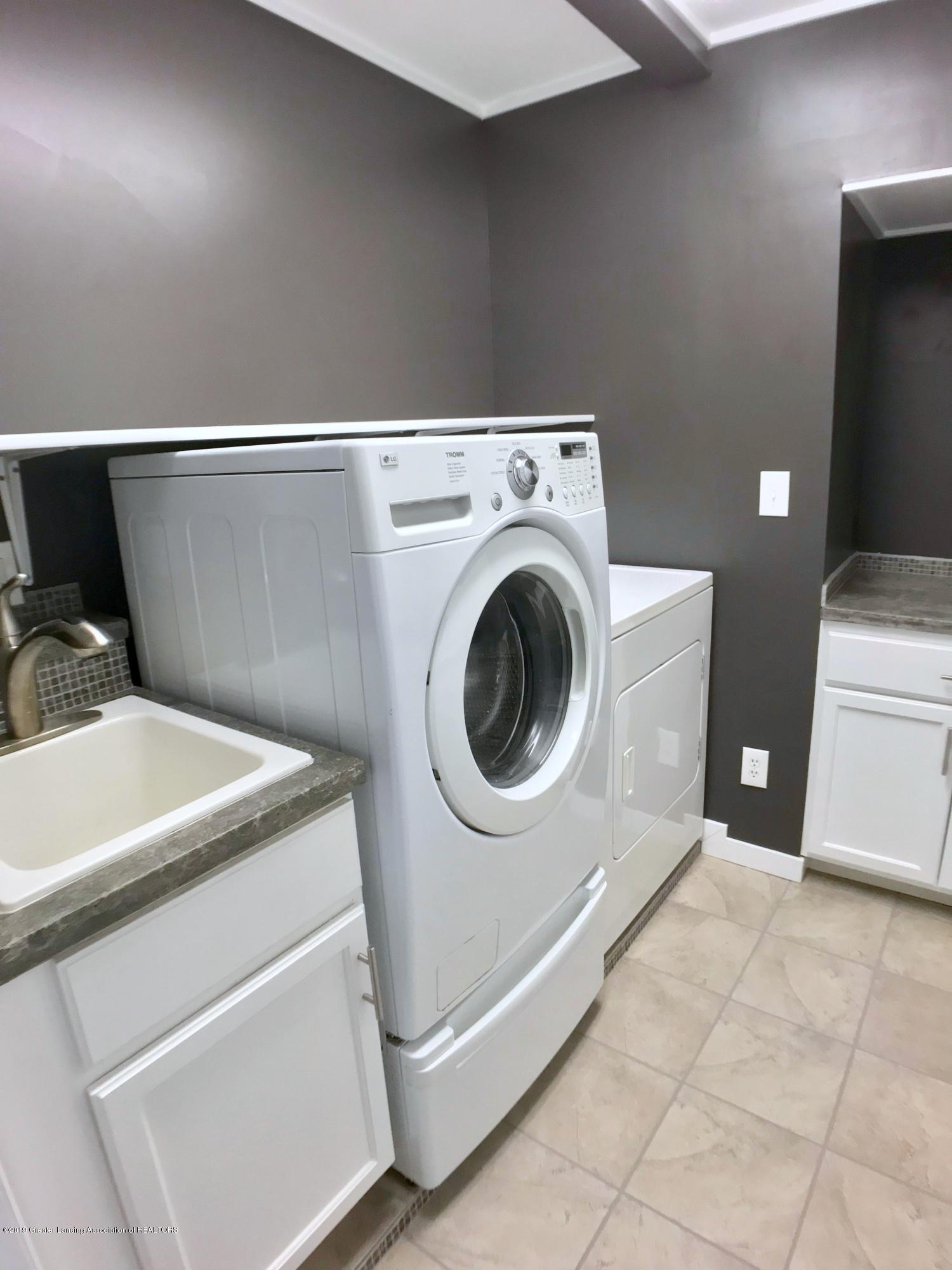 211 Loree Dr - Laundry Room - 23
