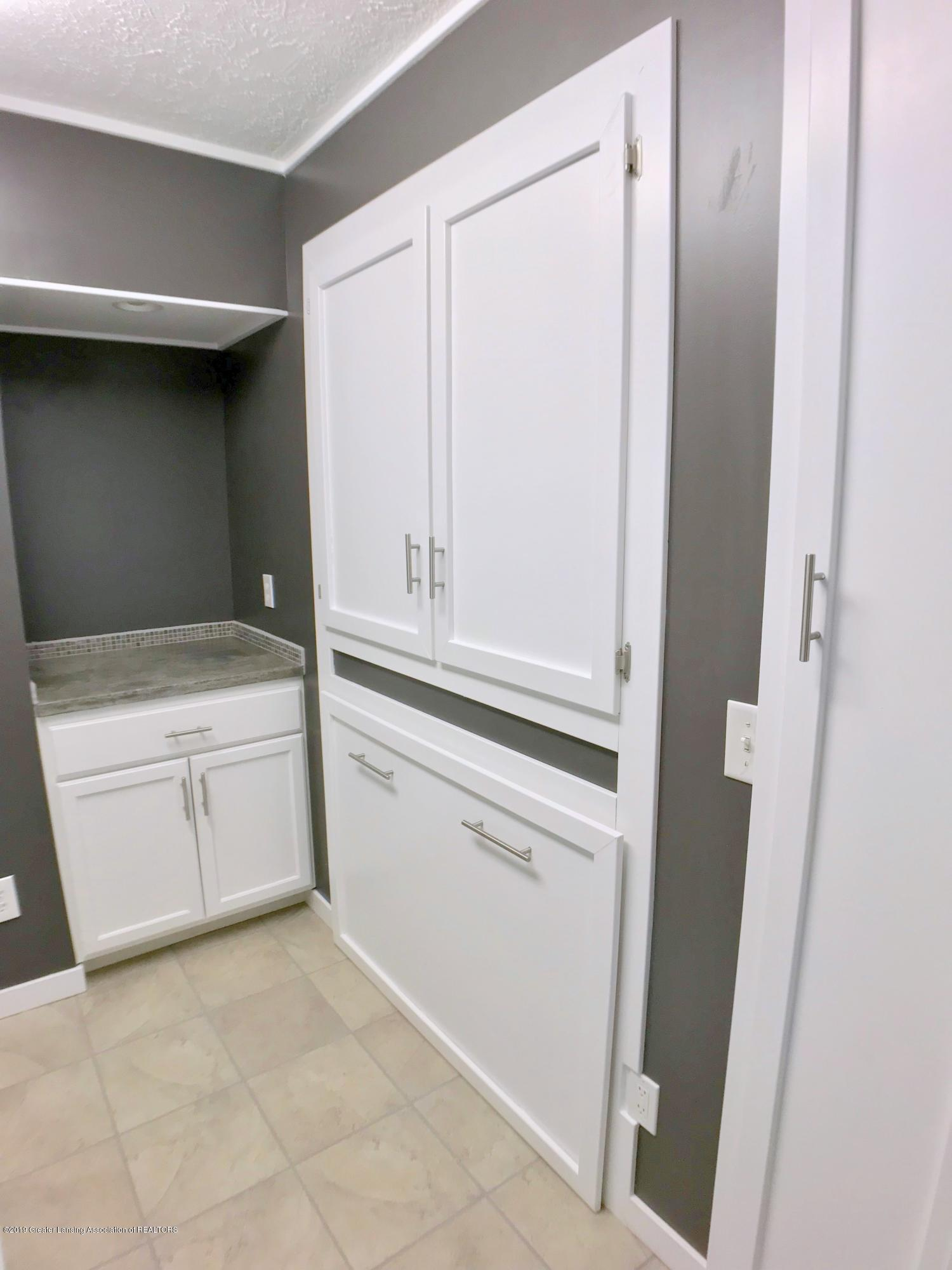 211 Loree Dr - Laundry Room - 24