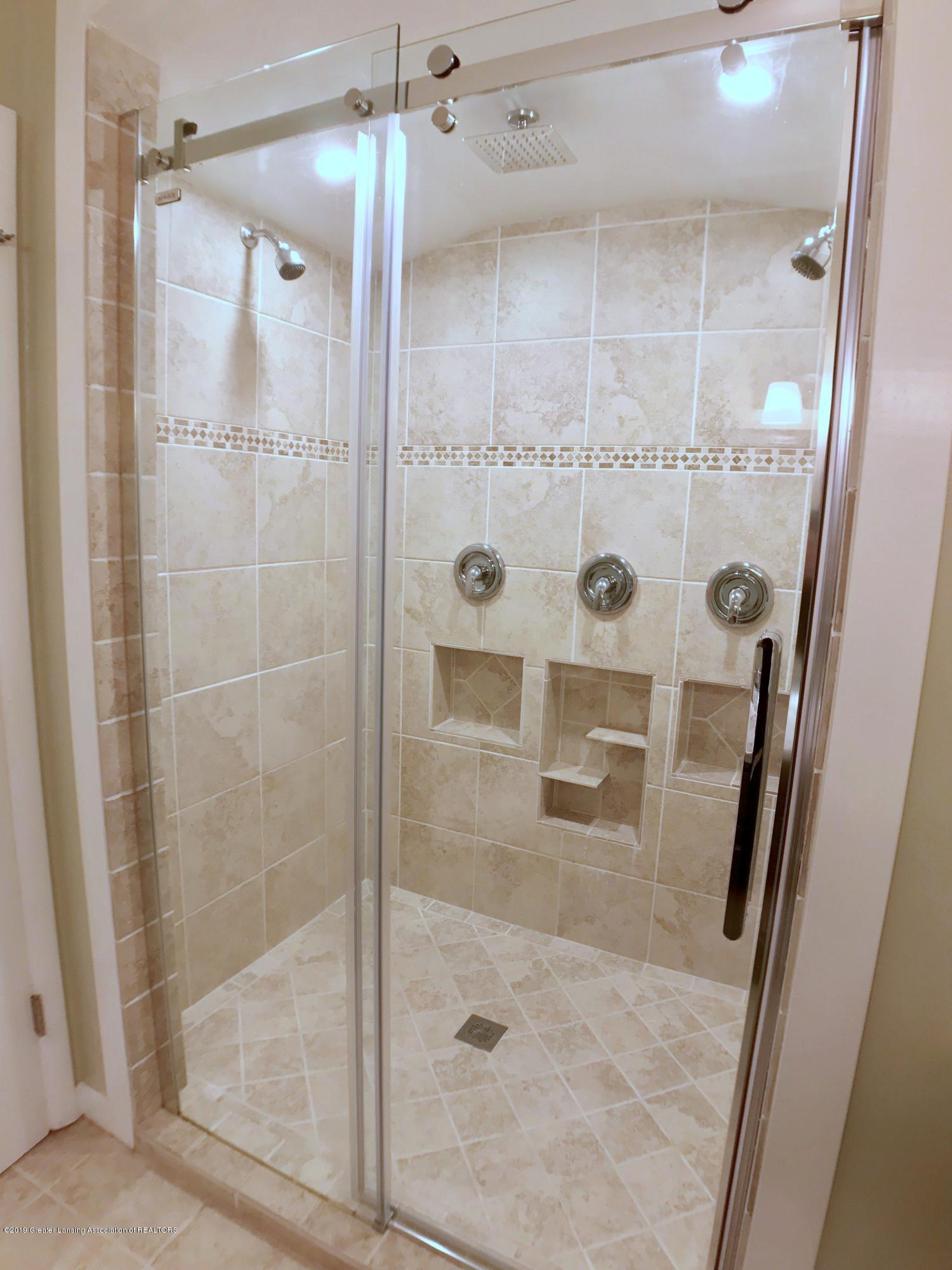 211 Loree Dr - Master Bath - 16