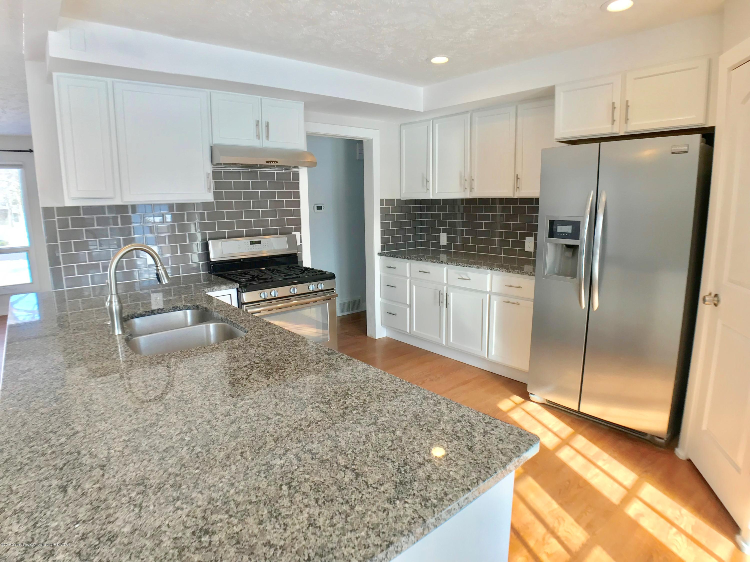 211 Loree Dr - Kitchen - 7