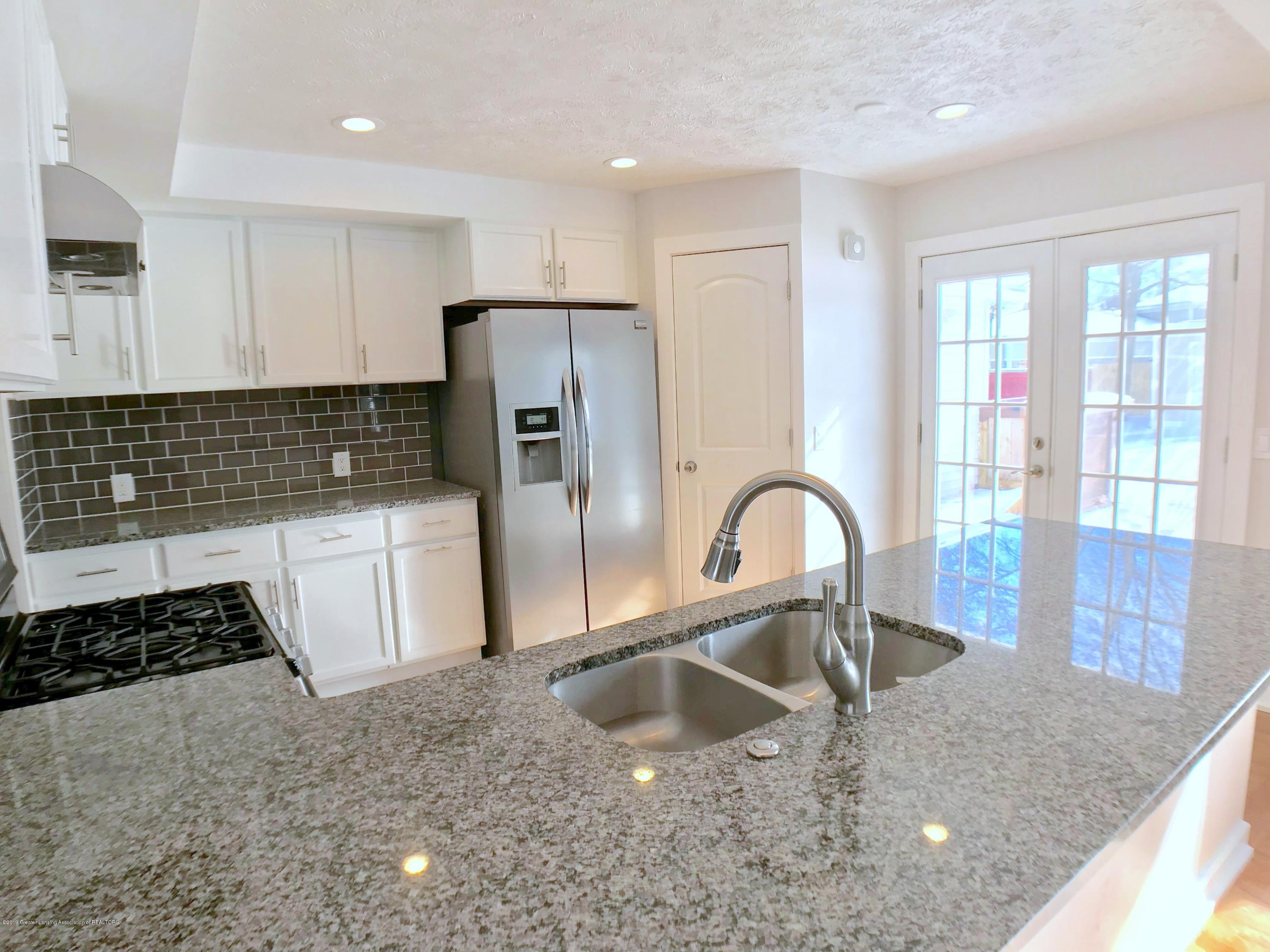 211 Loree Dr - Kitchen - 8