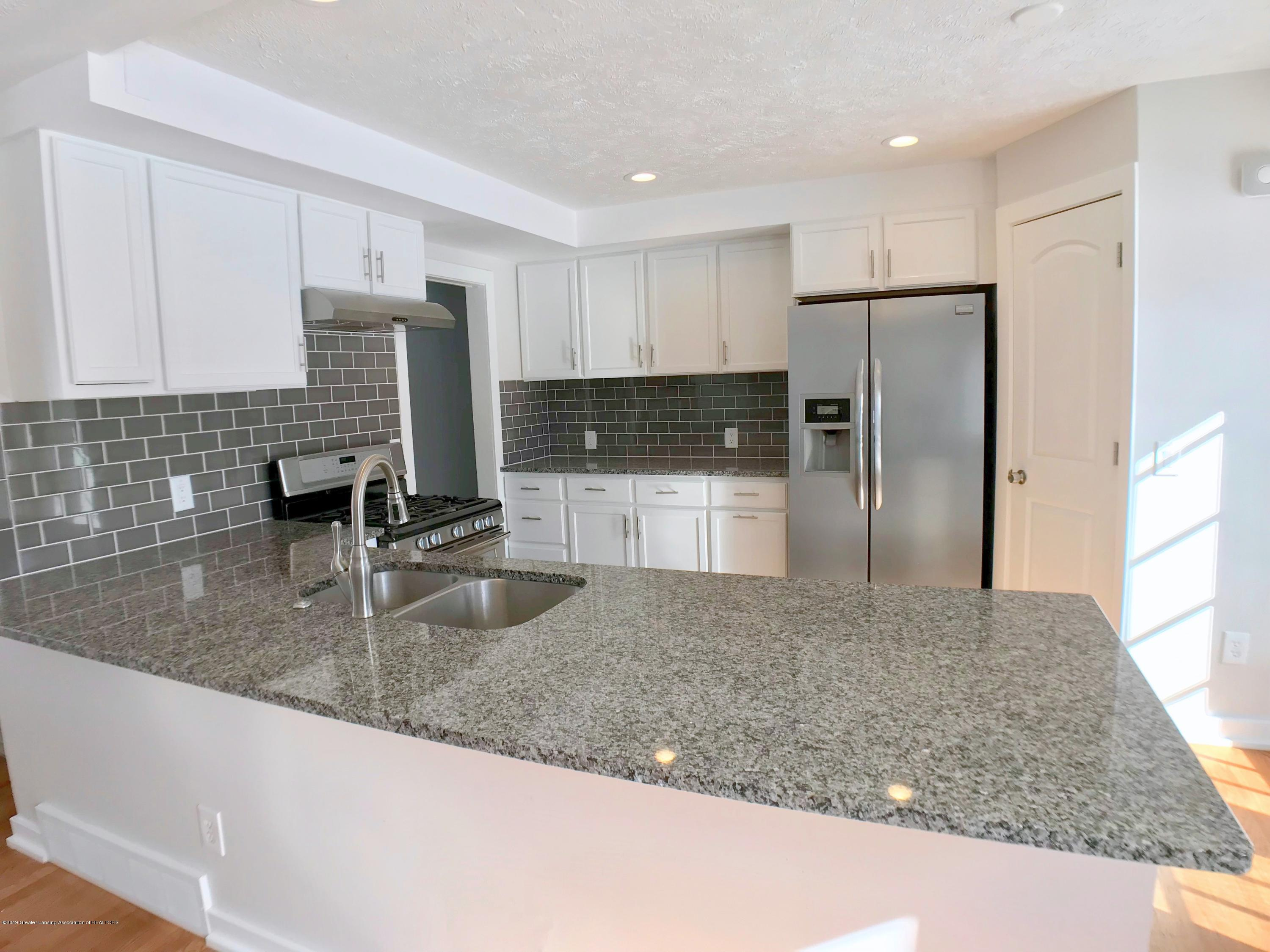 211 Loree Dr - Kitchen - 10