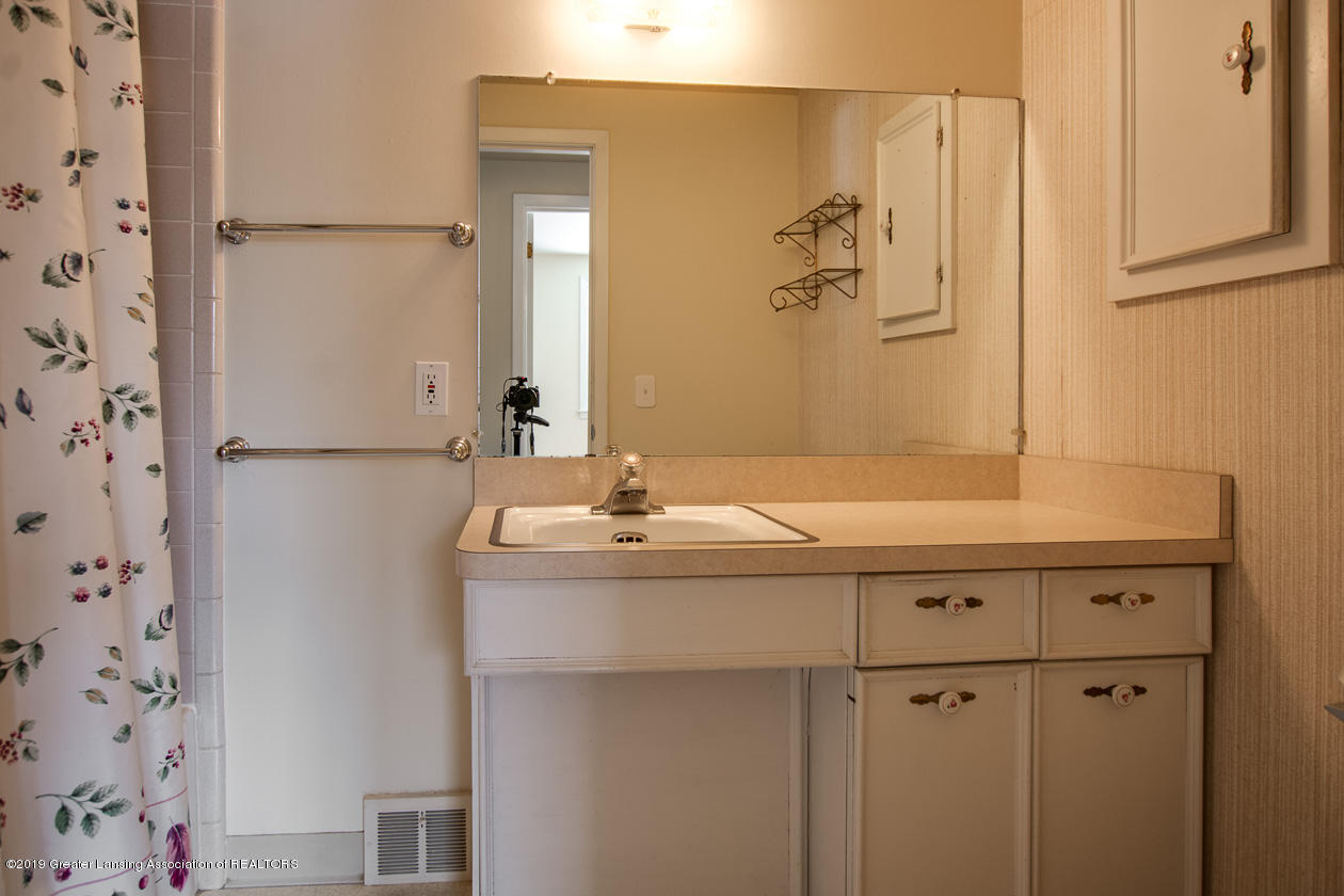 1890 Ridgewood Dr - Bathroom - 16