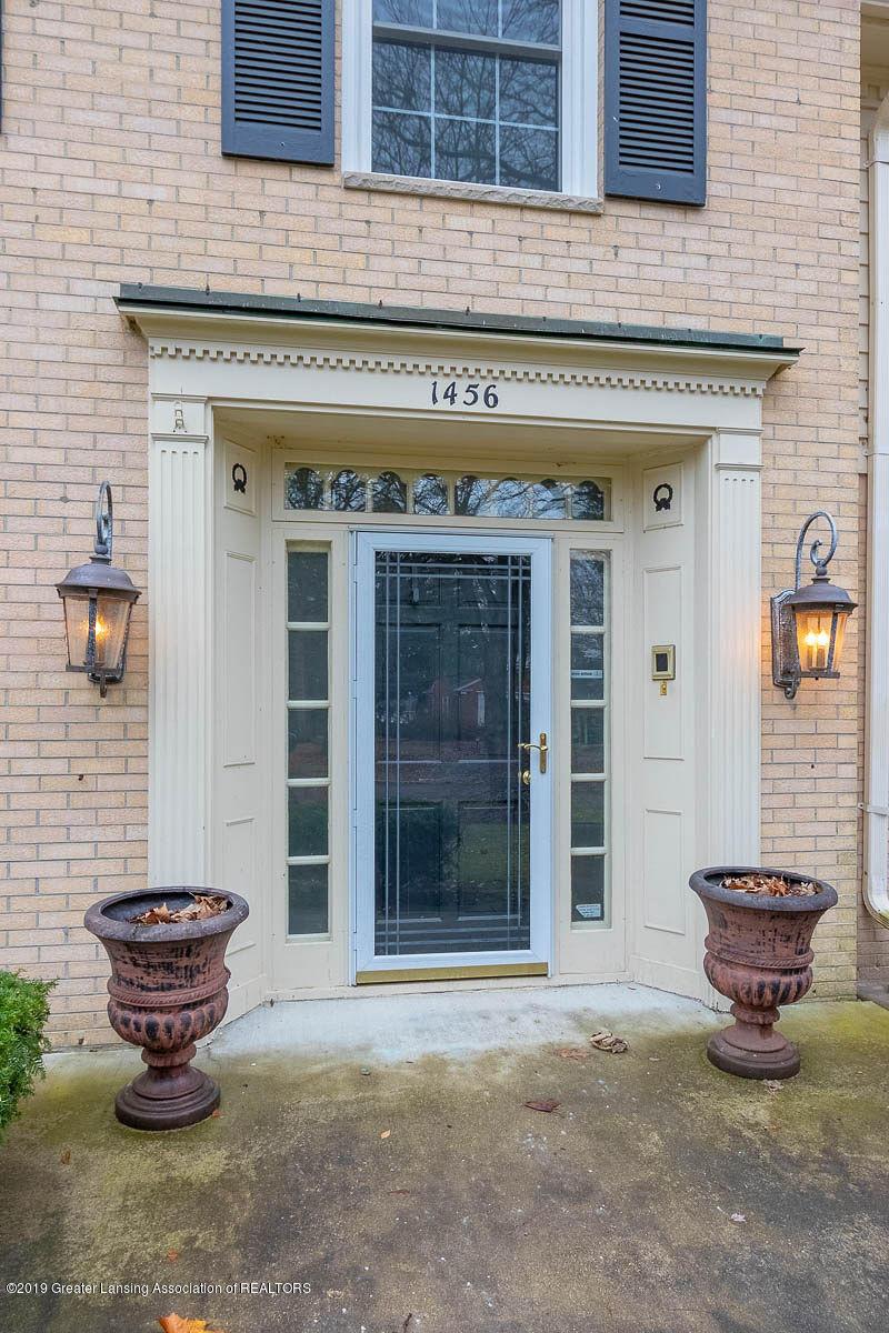 1456 Meadowbrook Ln - entrance - 3