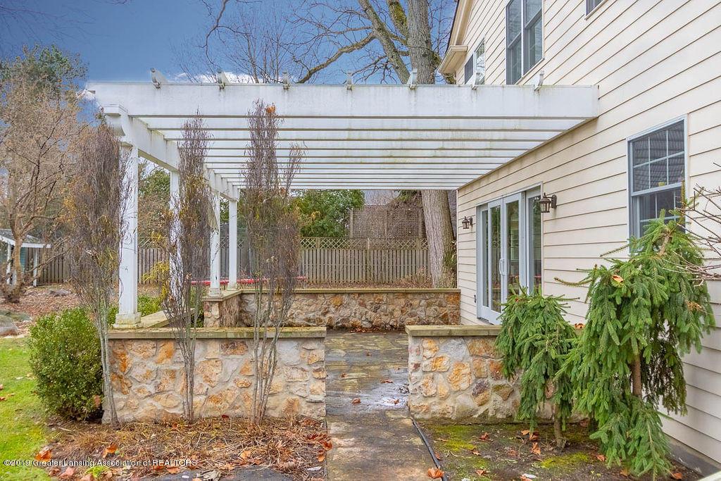 1456 Meadowbrook Ln - rear patio - 4