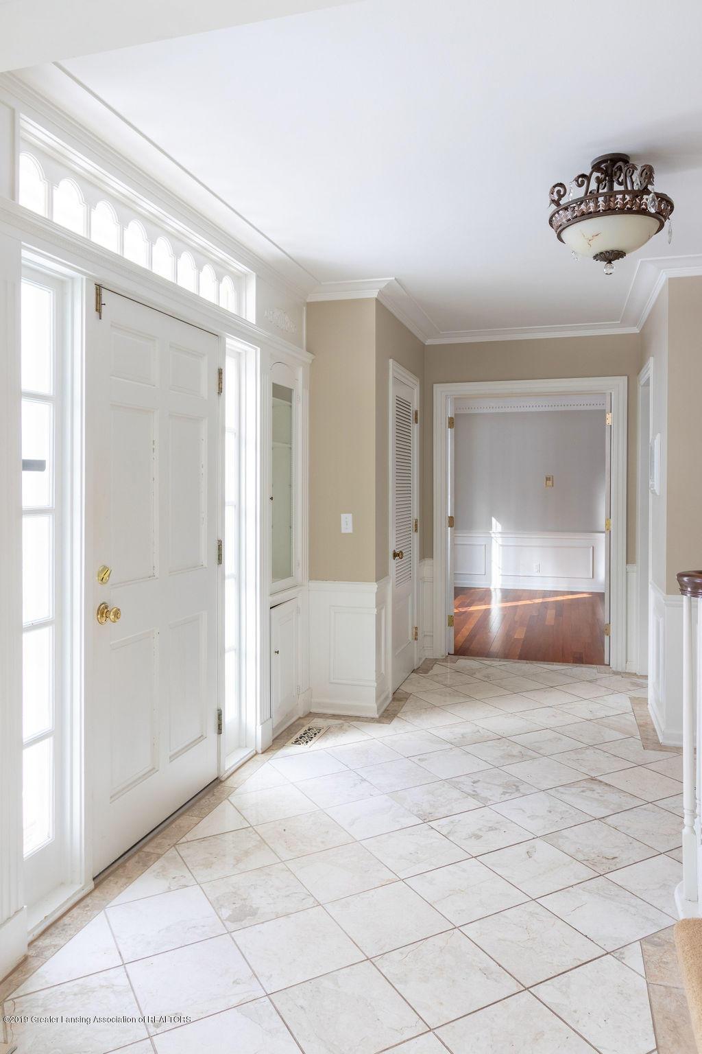 1456 Meadowbrook Ln - foyer - 6