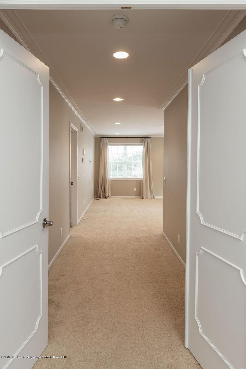 1456 Meadowbrook Ln - master entrance - 19