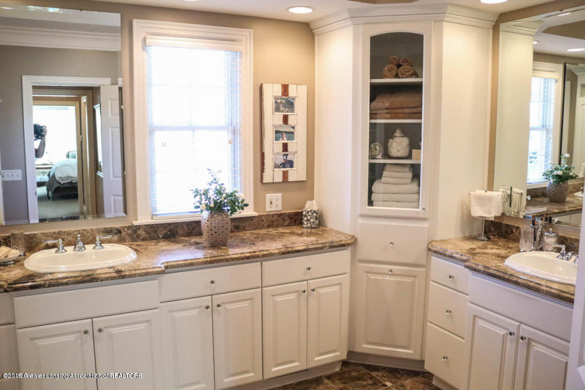 6090 Standish Ct - Master Bathroom - 47