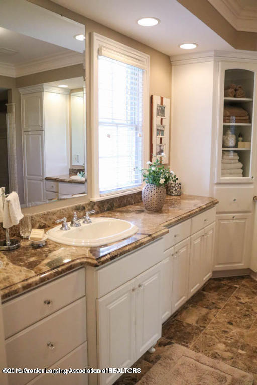 6090 Standish Ct - Master Bathroom - 46