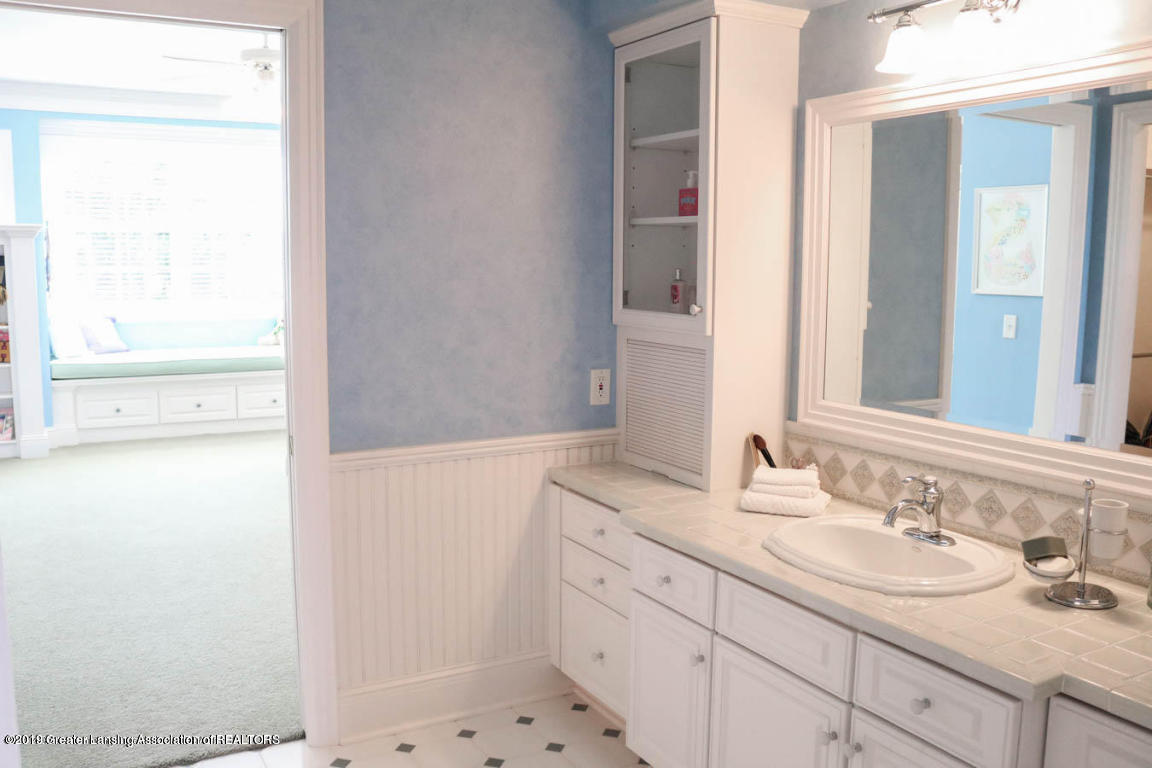 6090 Standish Ct - 2nd Master Bath - 57