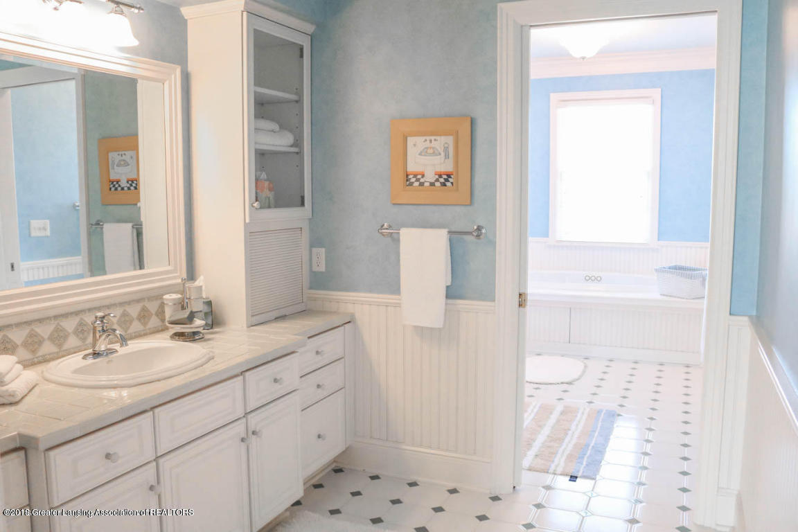 6090 Standish Ct - 2nd Master Bath - 60