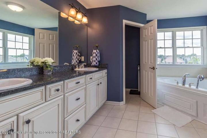 12705 Warm Creek Dr - Master Bath with Private Loo - 18