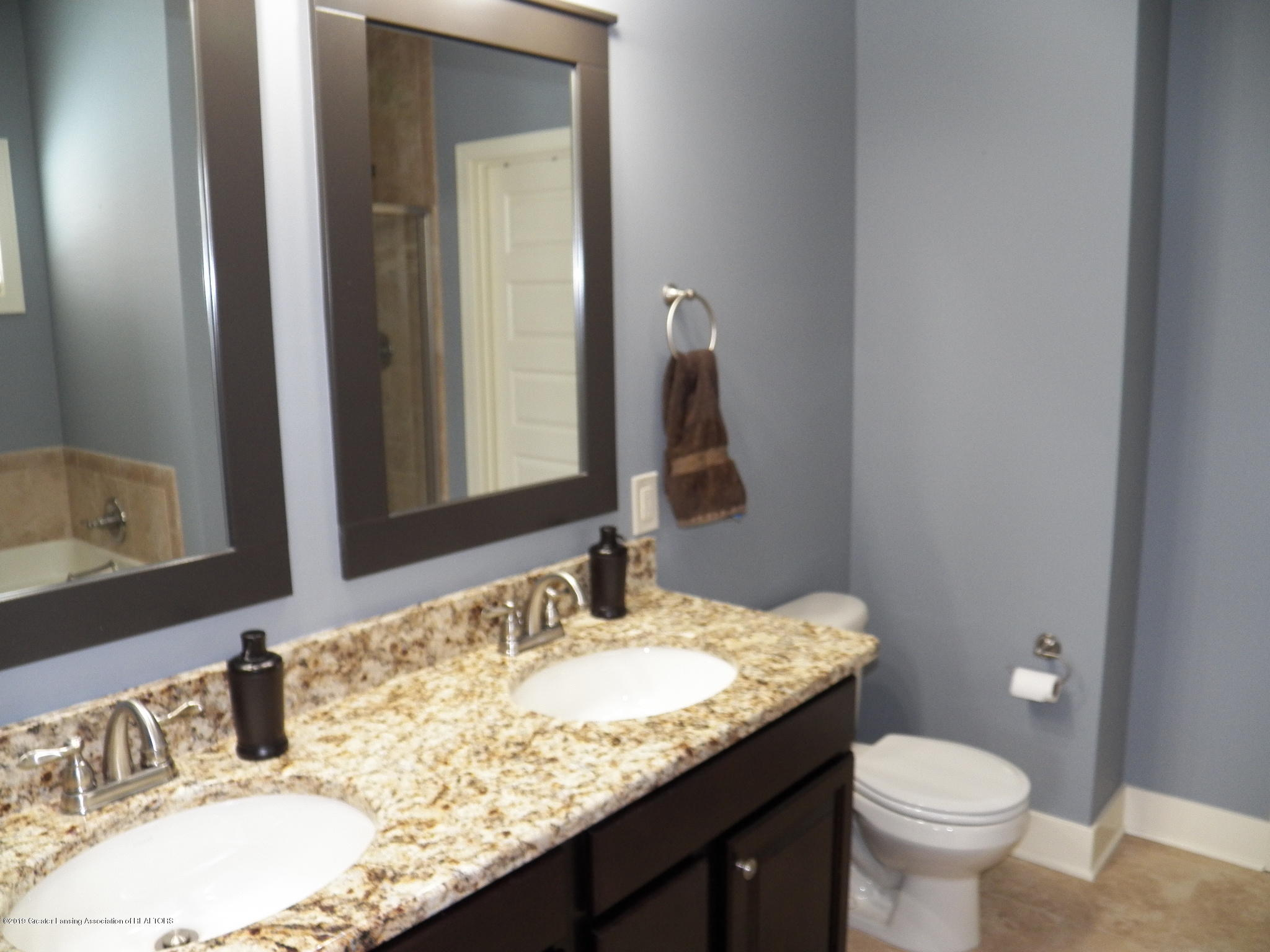 10711 Ireland Dr - master bath - 13