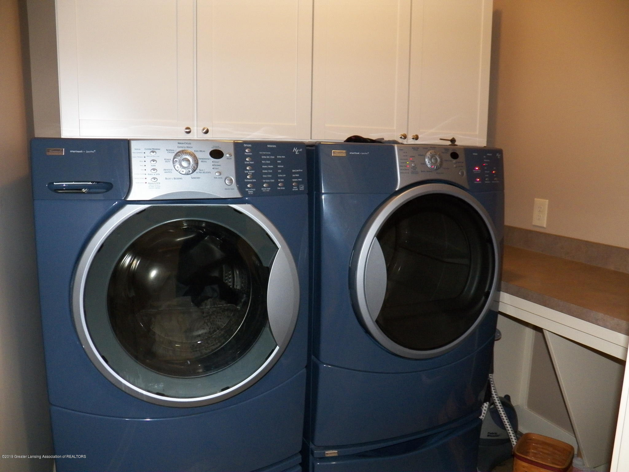 10711 Ireland Dr - laundry room - 19