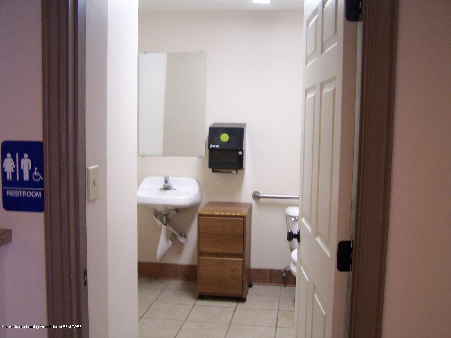 111 W Hamlin St - Bathroom - 9