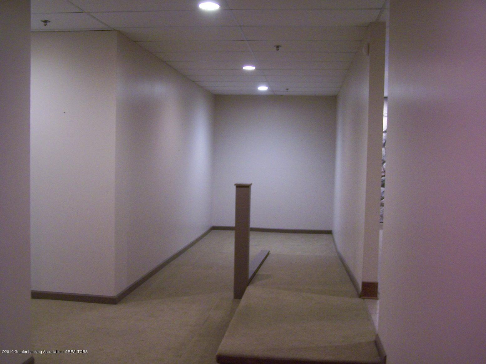 111 W Hamlin St - hallway 2 - 15
