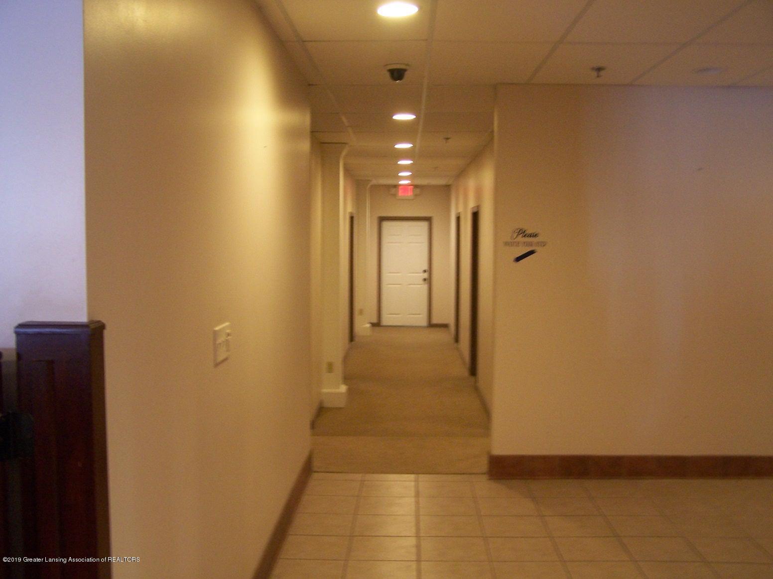 111 W Hamlin St - hallway - 16
