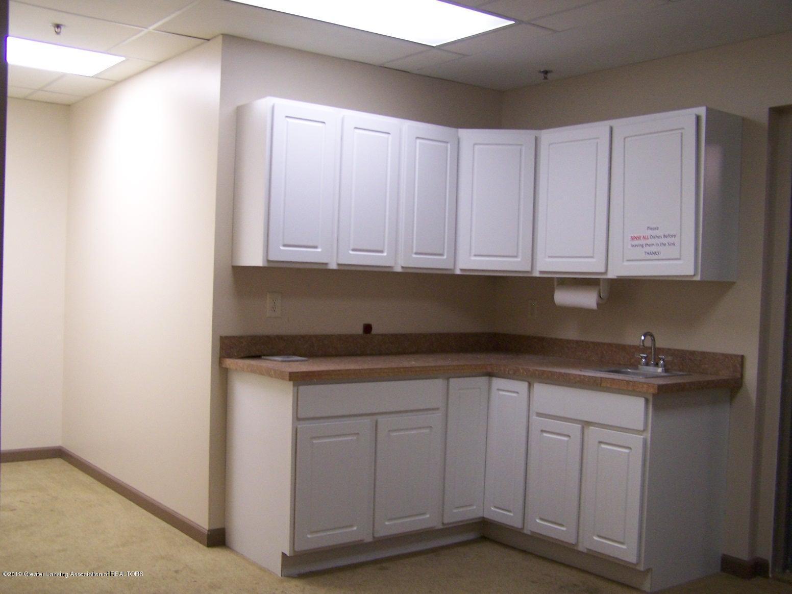 111 W Hamlin St - kitchen - 17