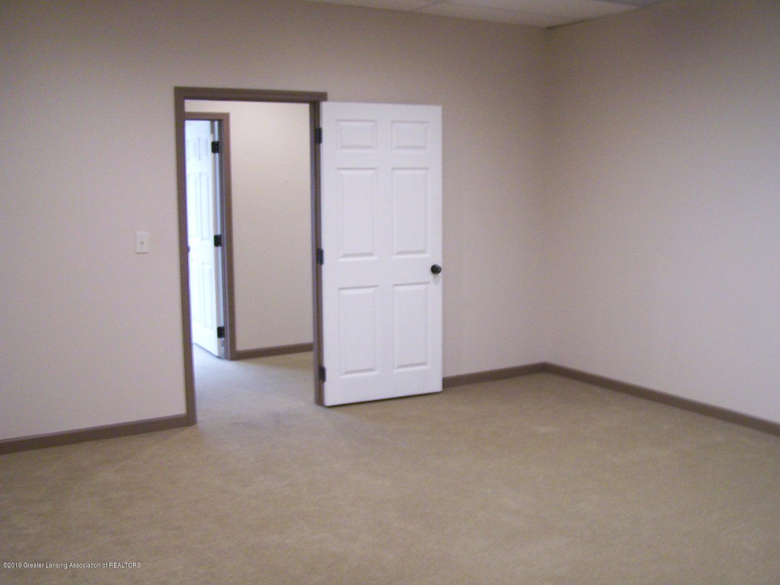 111 W Hamlin St - office 5 - 20