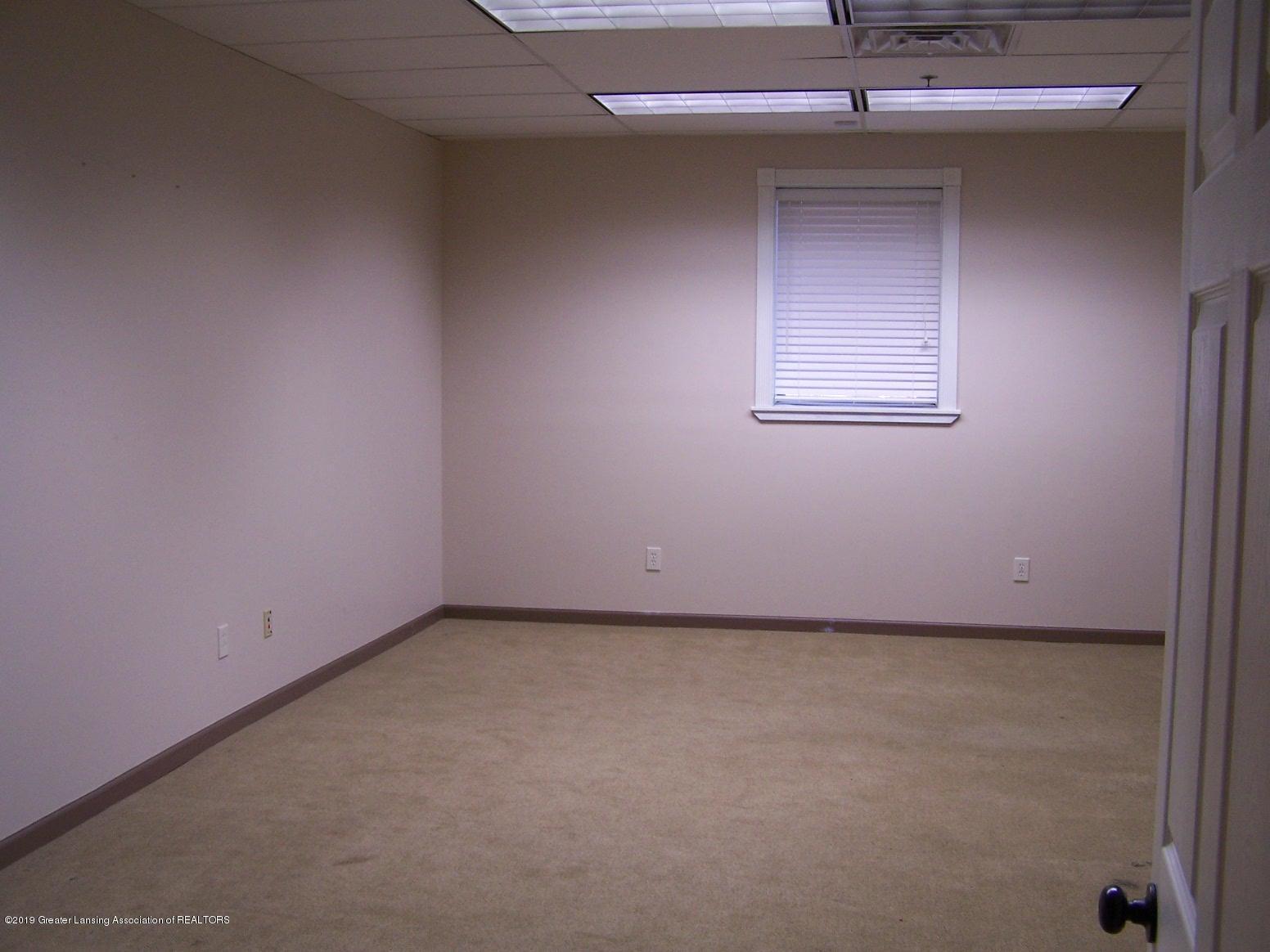 111 W Hamlin St - office - 22