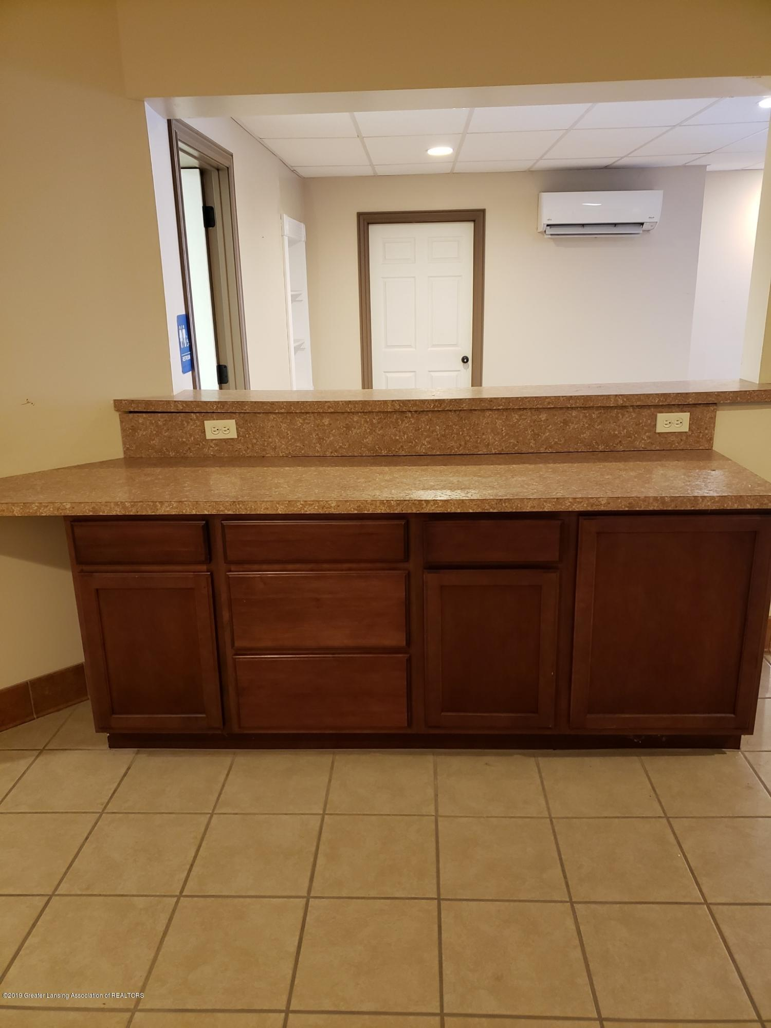 111 W Hamlin St - backroom counter - 25