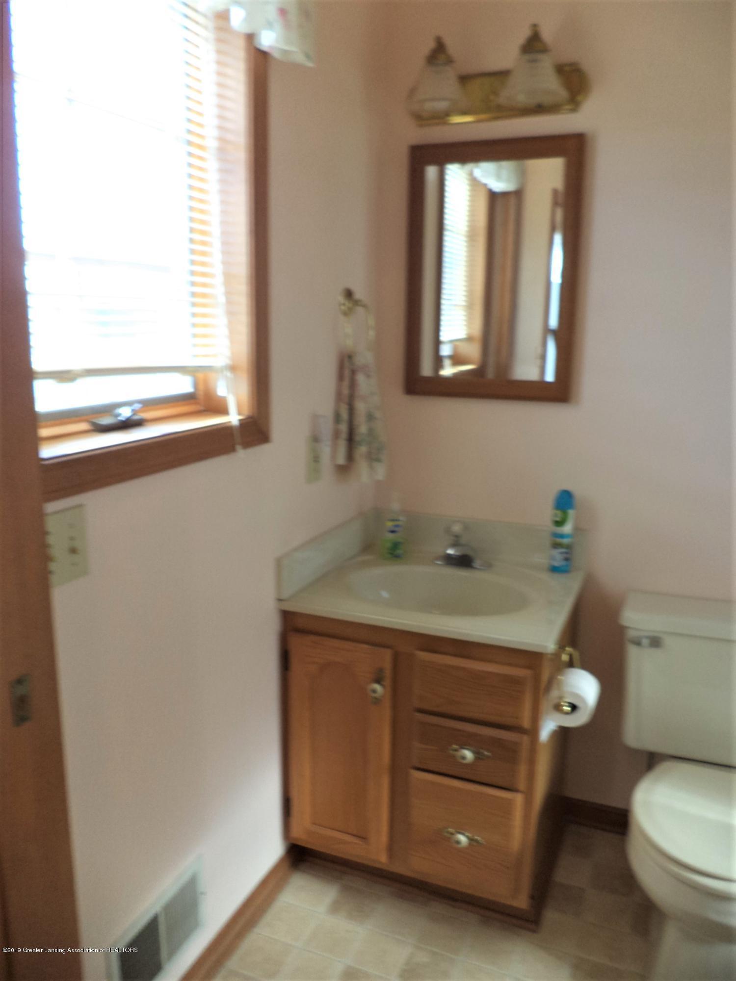 5535 W Parks Rd - 2nd bath - 13