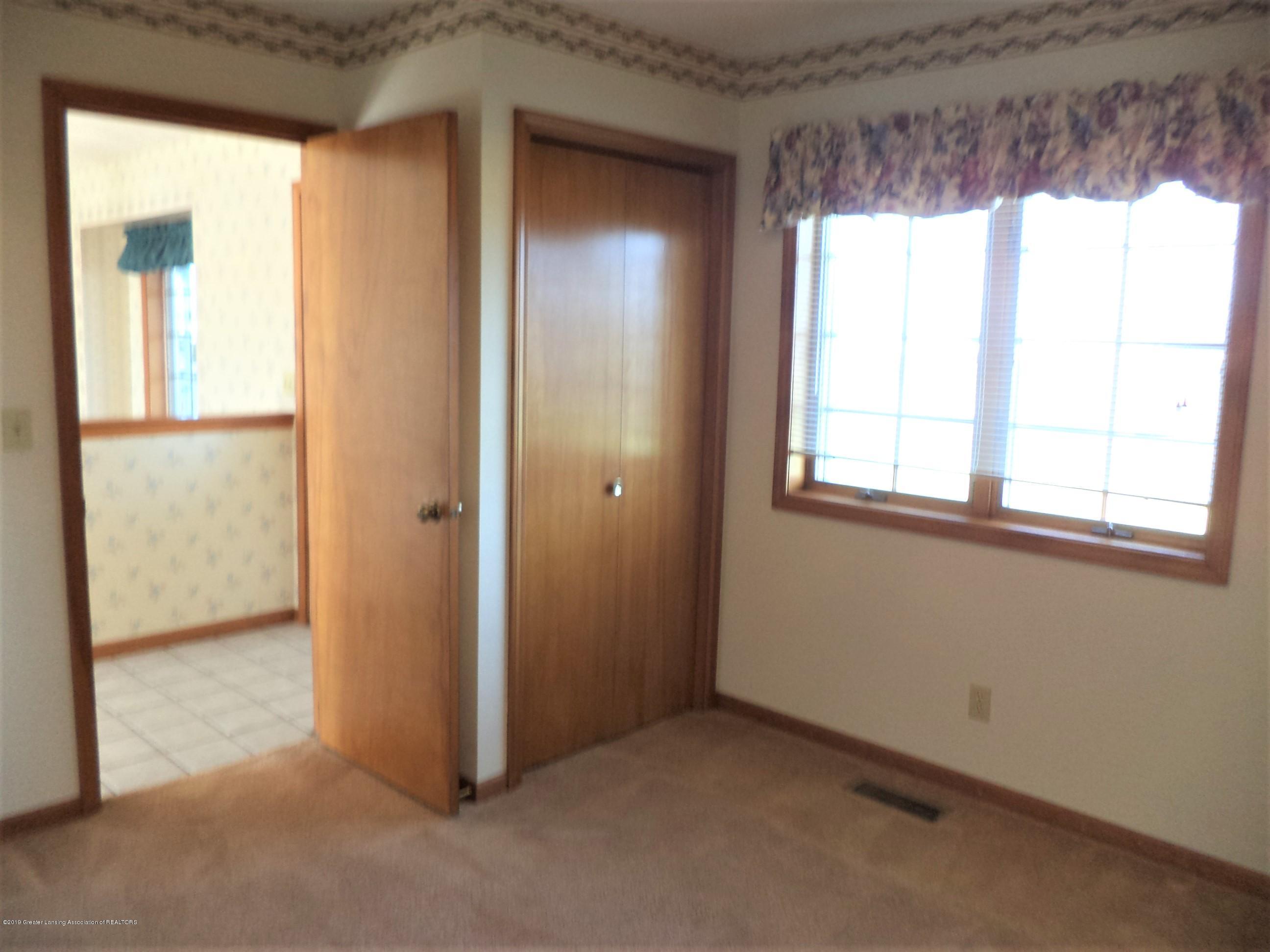 5535 W Parks Rd - Bedroom 1 - 16