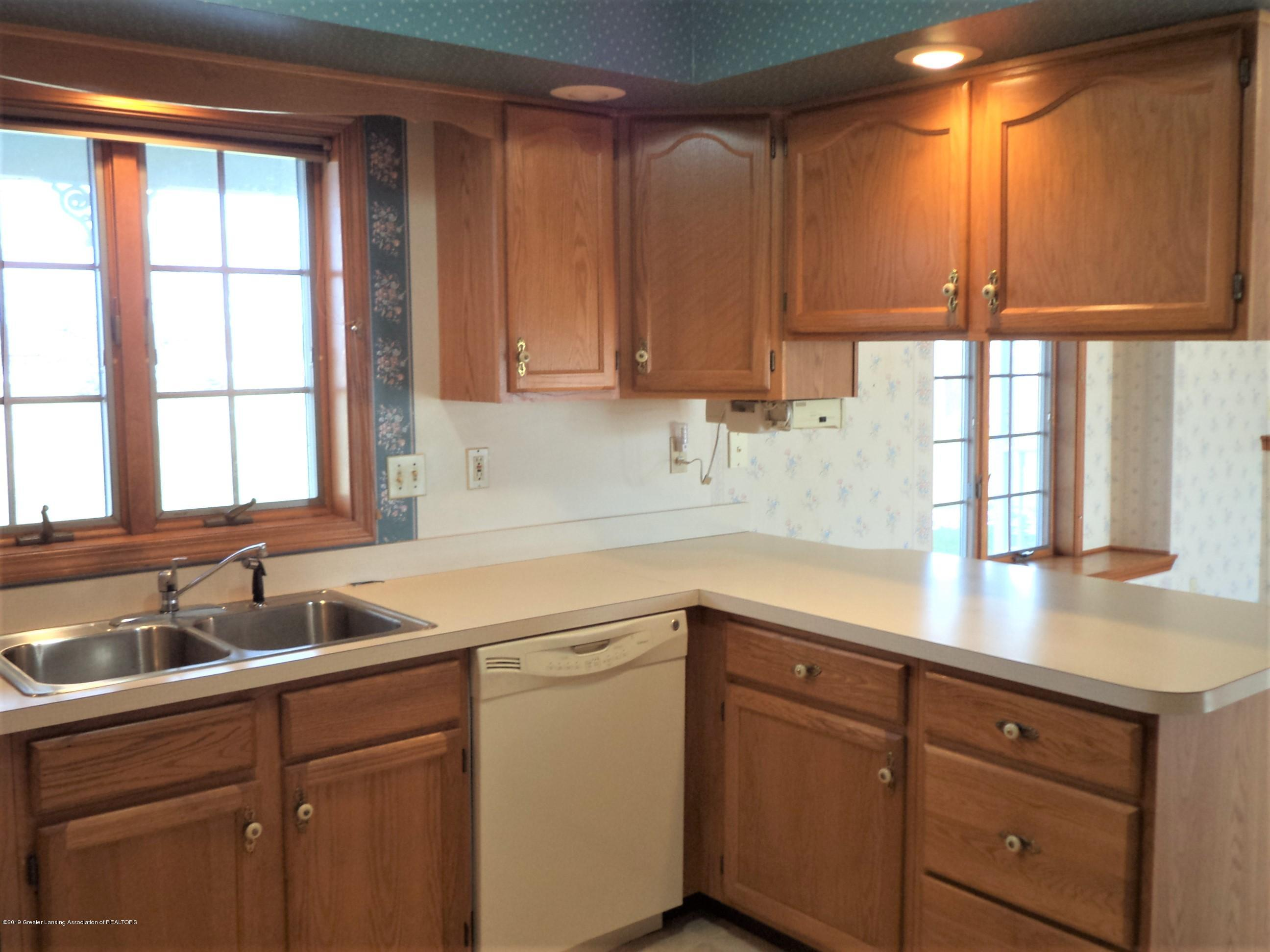 5535 W Parks Rd - Kitchen view 2 - 9
