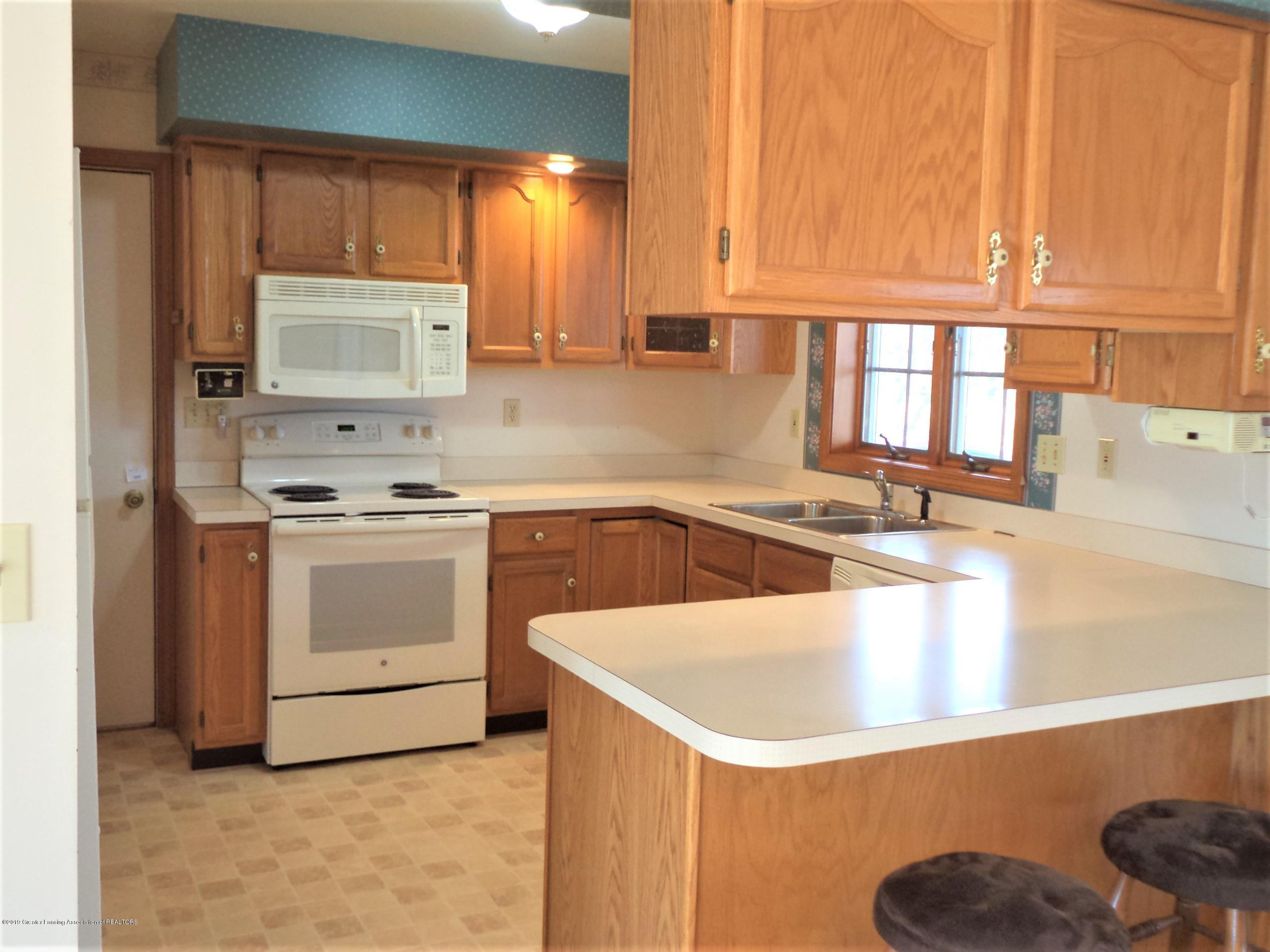 5535 W Parks Rd - Kitchen view 1 - 8
