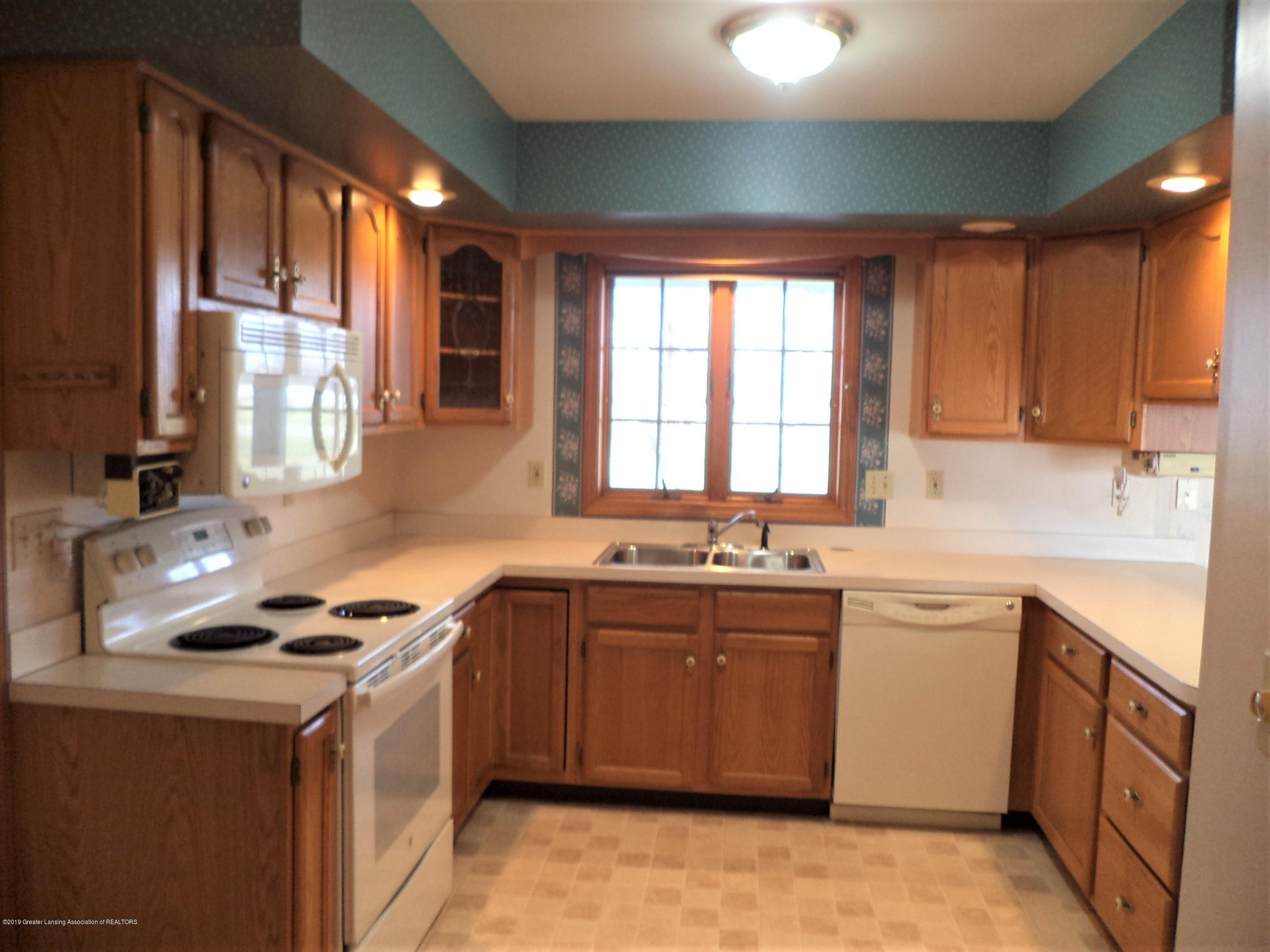 5535 W Parks Rd - Kitchen view 3 - 10