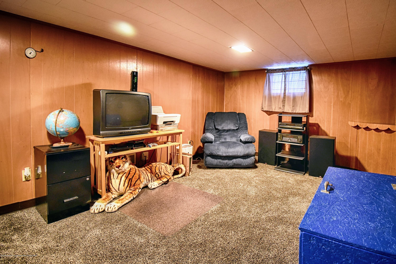2060 Park Ln - Rec Room - 14