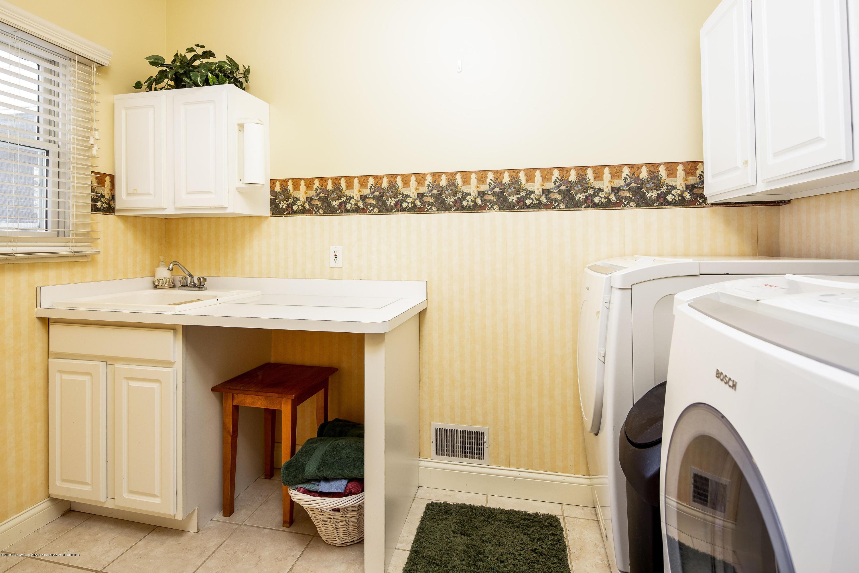 655 S Waverly Rd - Main Floor Laundry - 18