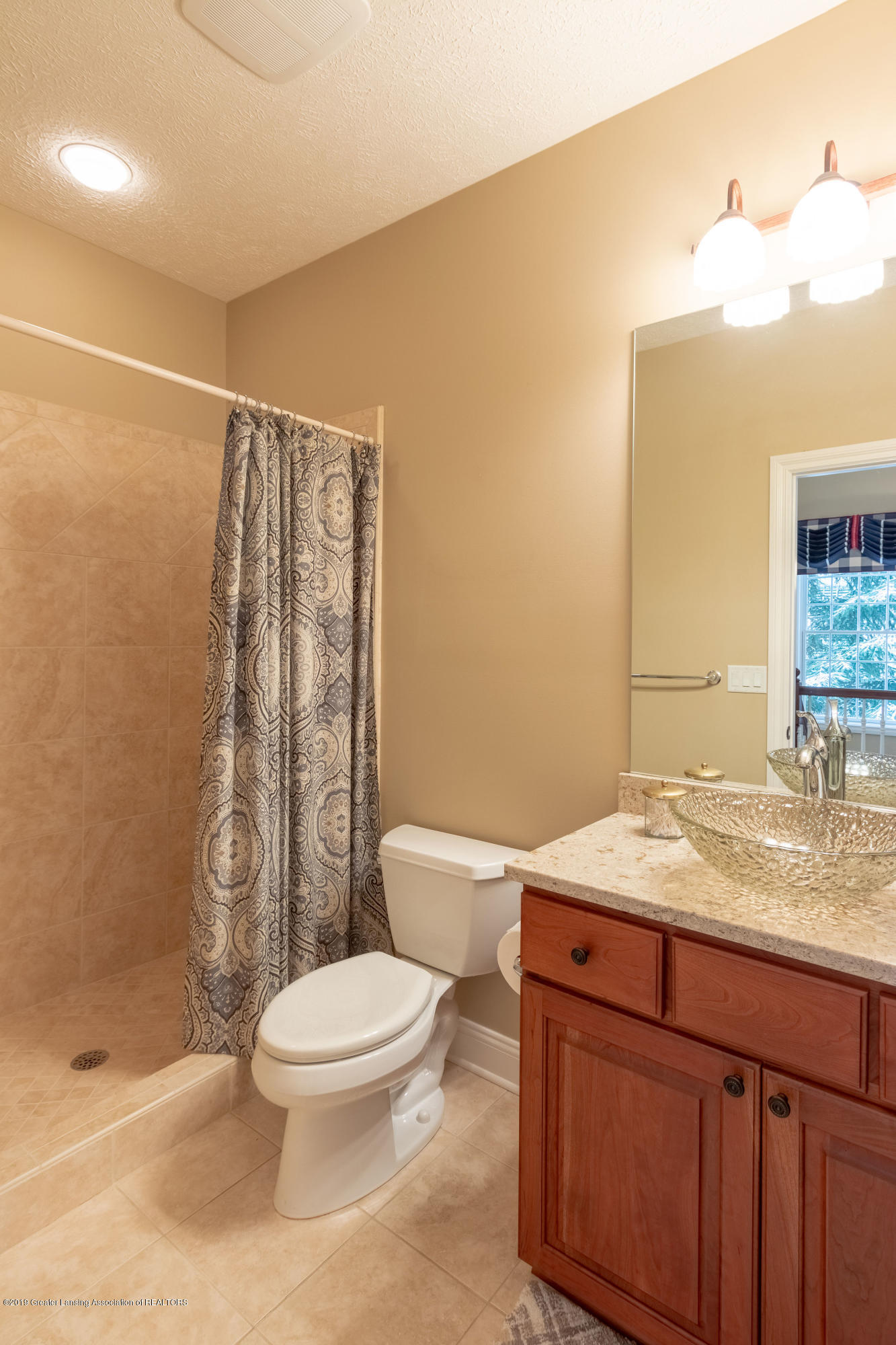 6153 Graebear Trail - Full bath off office/bedroom - 8