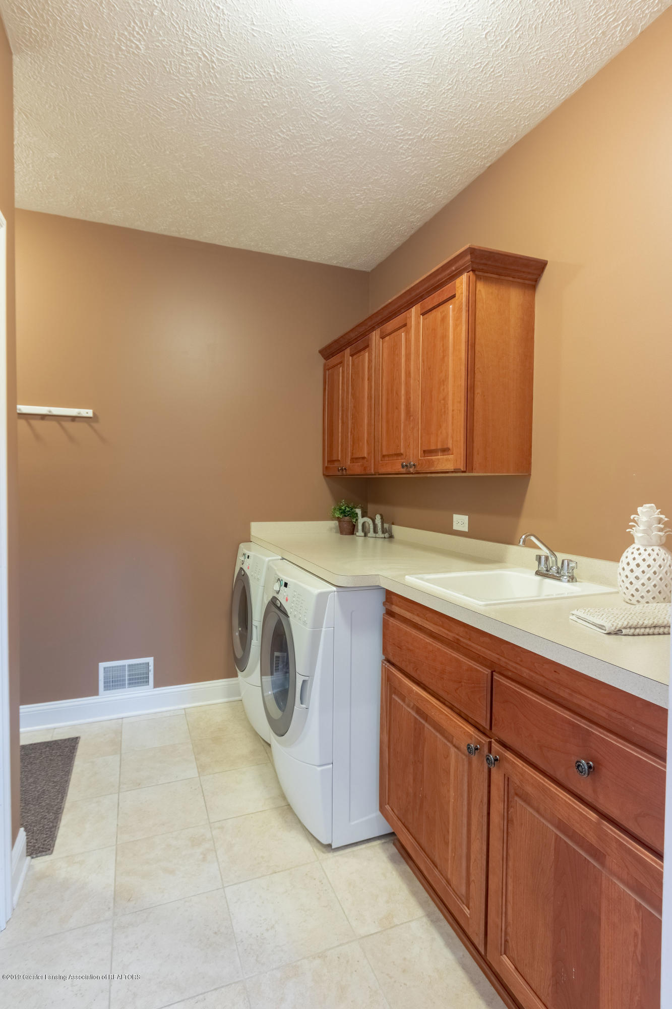 6153 Graebear Trail - Laundry/Mud room - 9