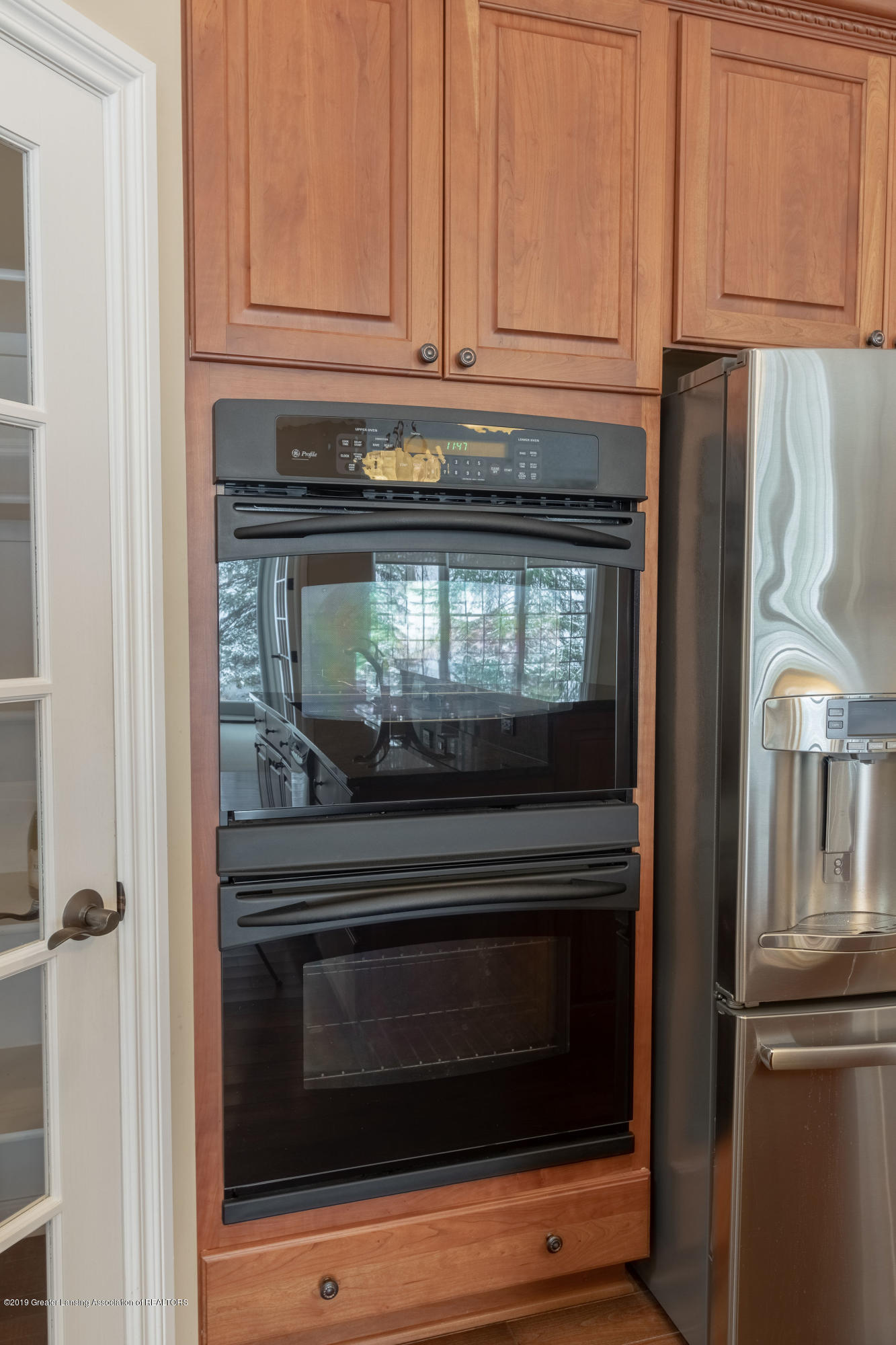 6153 Graebear Trail - Convenient double ovens - 16