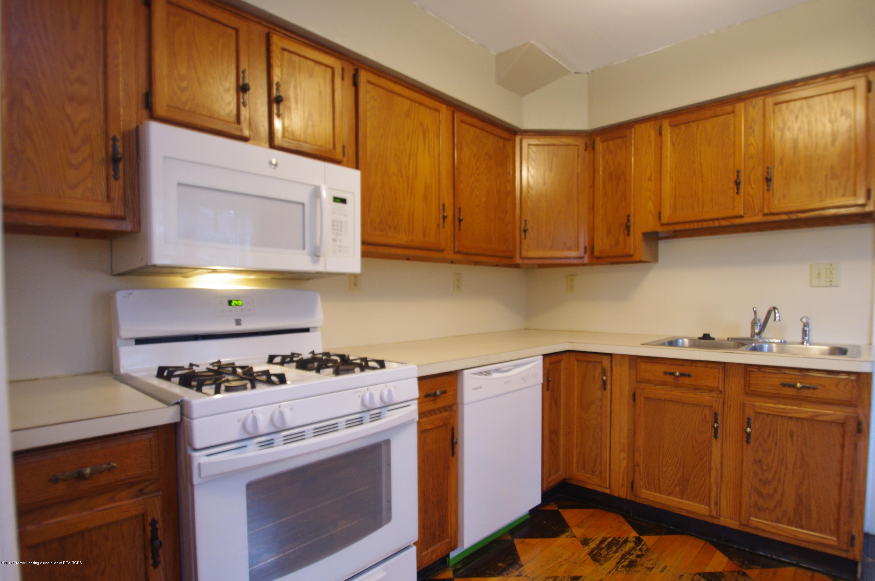 4604 Old Lansing Rd - Kitchen - 10