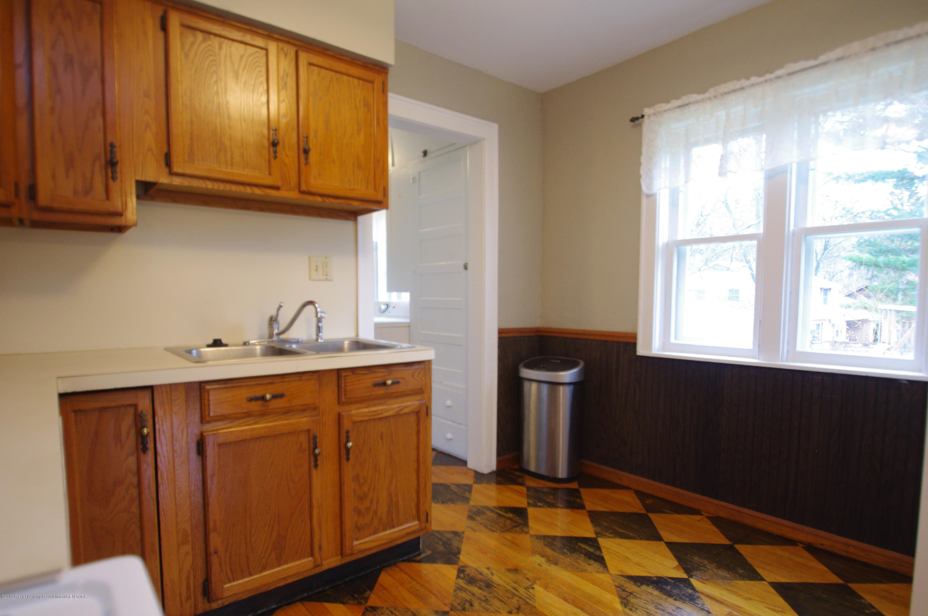 4604 Old Lansing Rd - Kitchen - 12