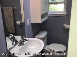 8183 Colby Lake Rd - full bath with tub - 13