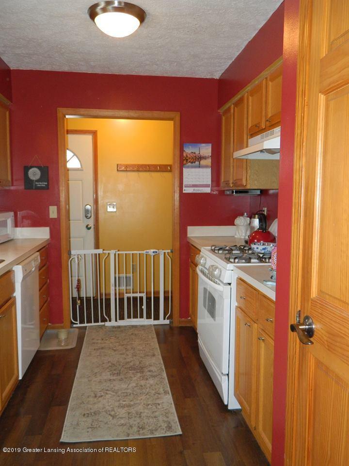 8918 Woodbury Rd - Kitchen - 5
