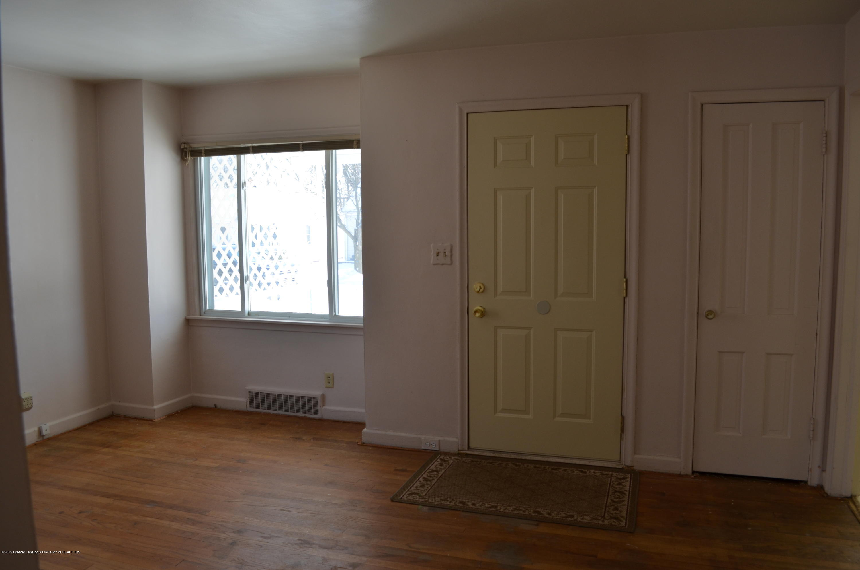 1200 W Rundle Ave - Livingroom - 2