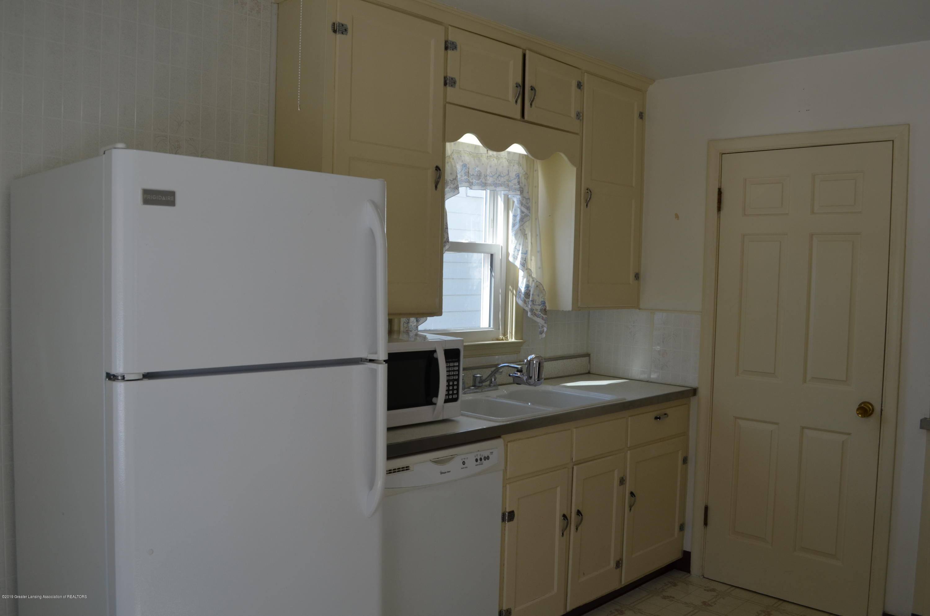 1200 W Rundle Ave - Kitchen - 16