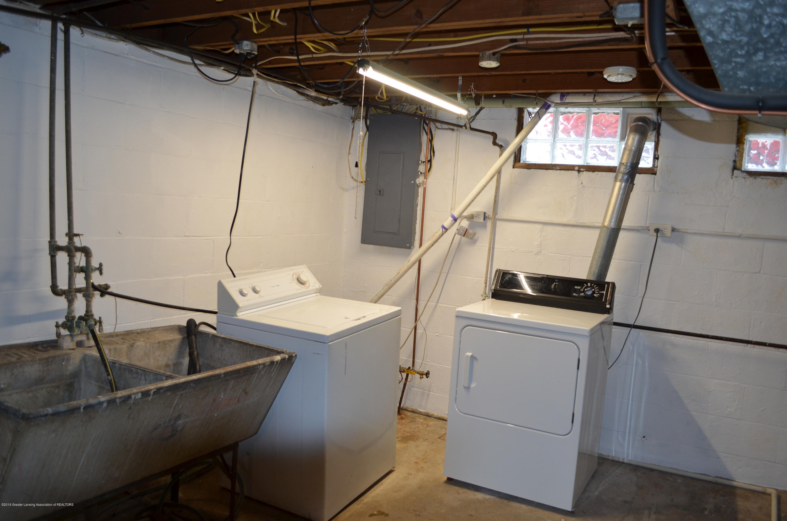 1200 W Rundle Ave - Laundry Area - 24