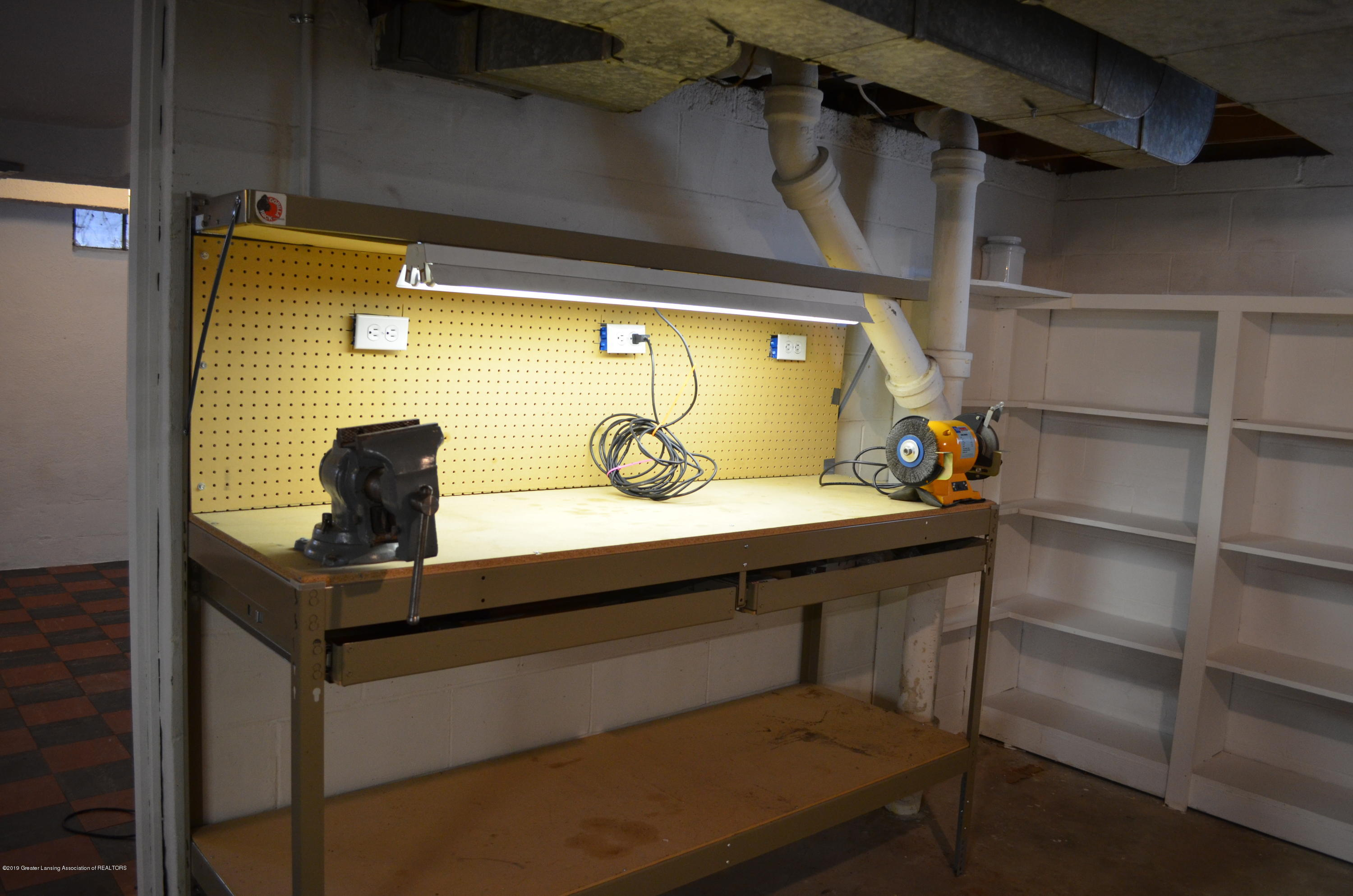 1200 W Rundle Ave - Work Bench - 25