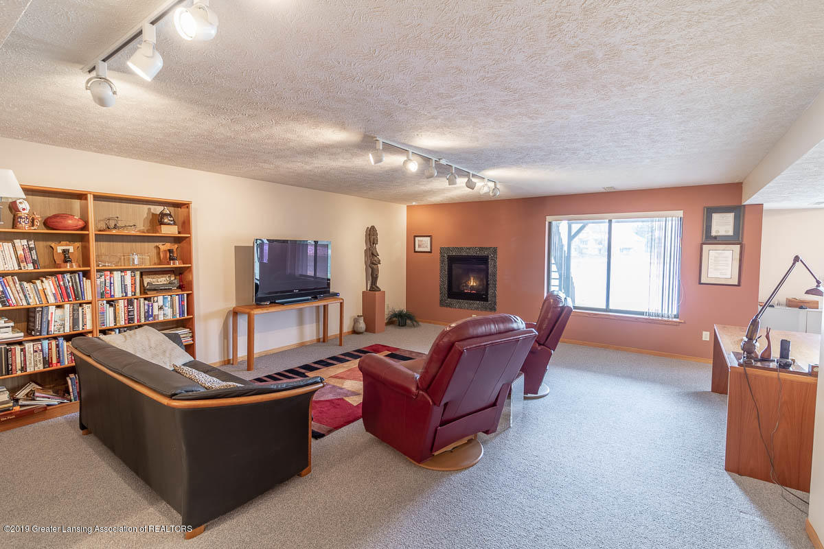 2445 Emerald Lake Dr 117 - Family Room - 26