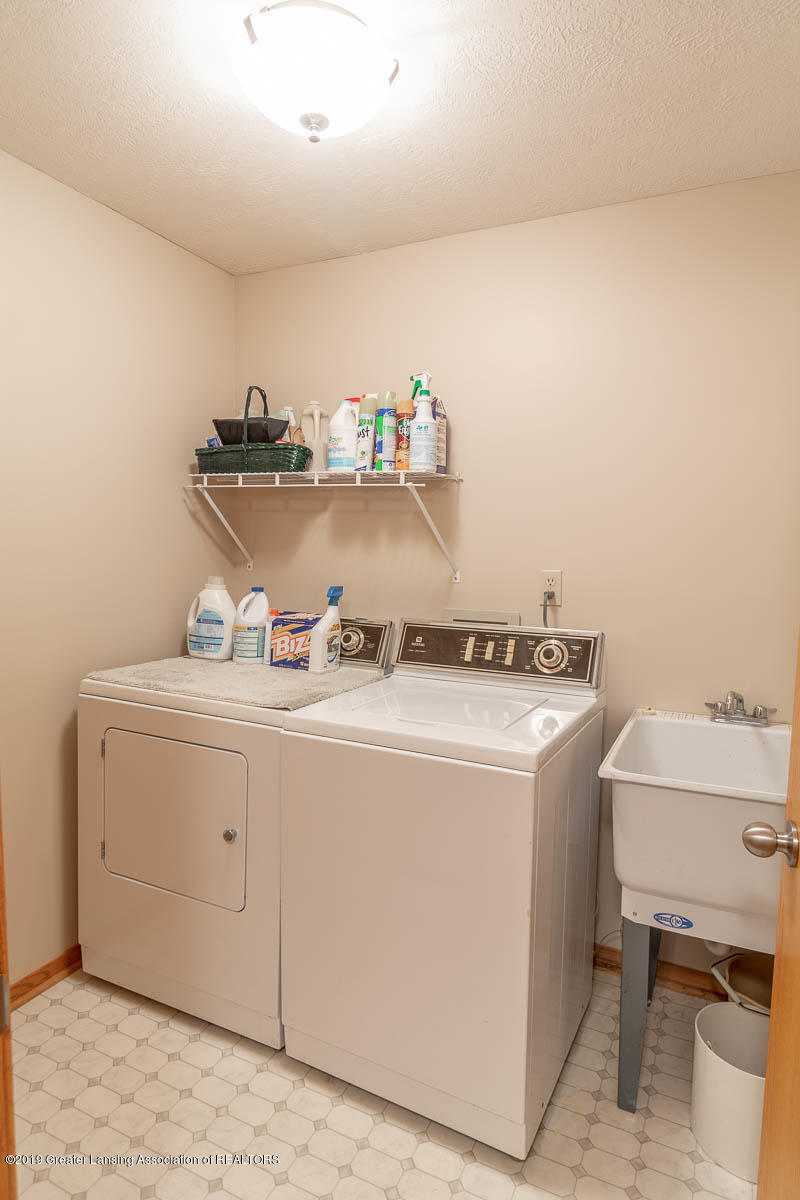 2445 Emerald Lake Dr 117 - Laundry Room - 30