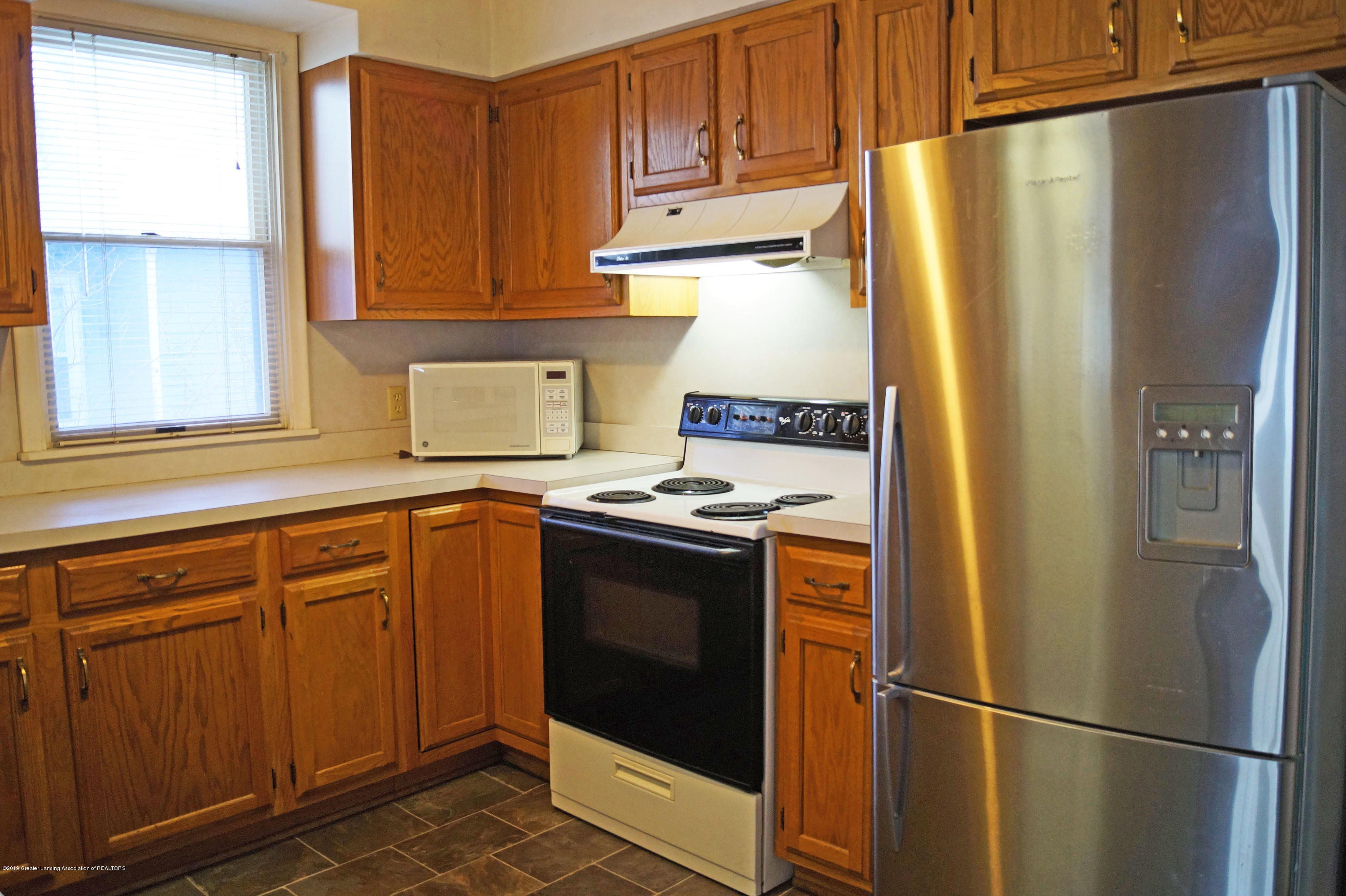 2463 S Rundle Ave - Kitchen - 7