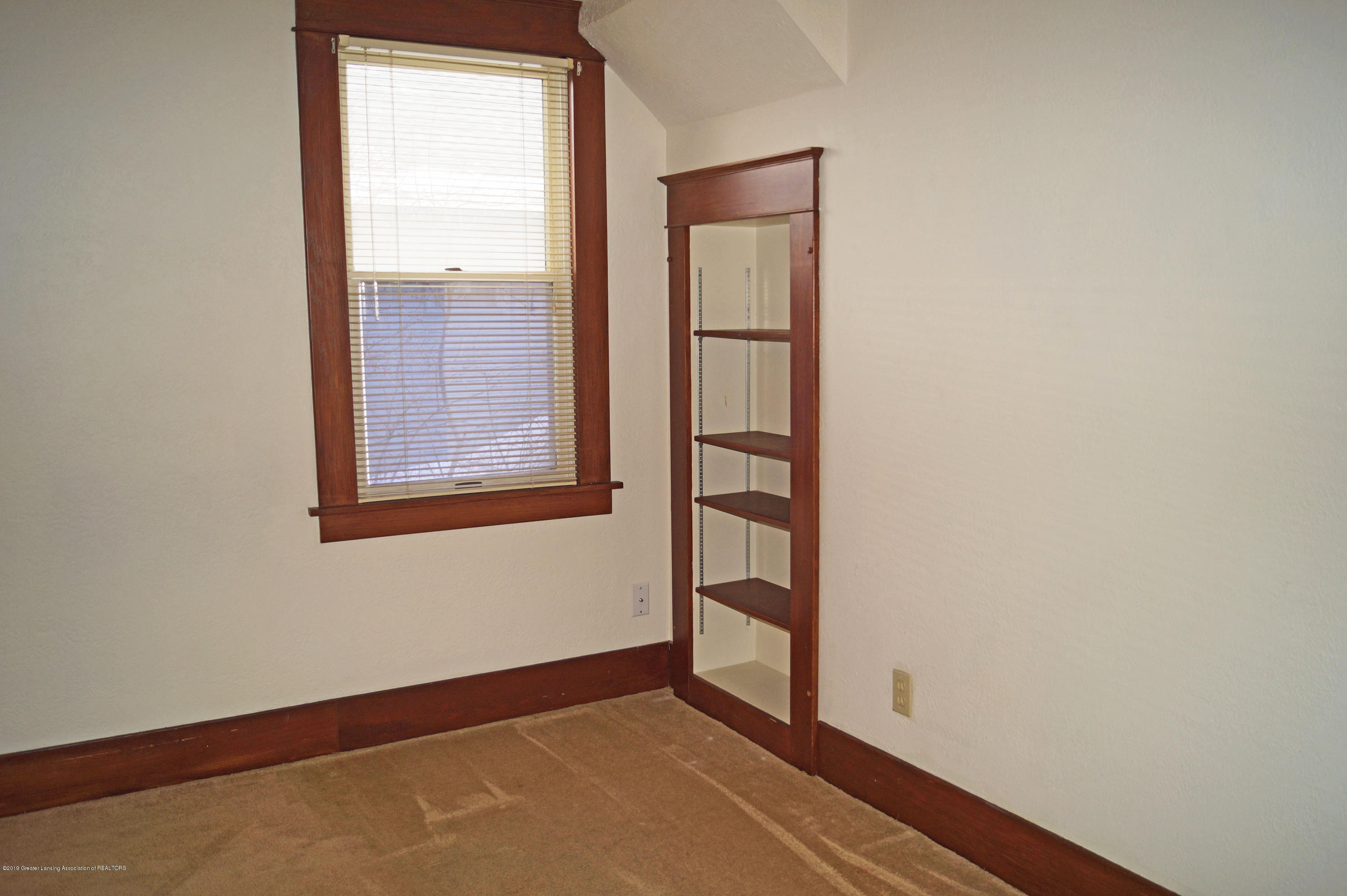 2463 S Rundle Ave - Bedroom - 10